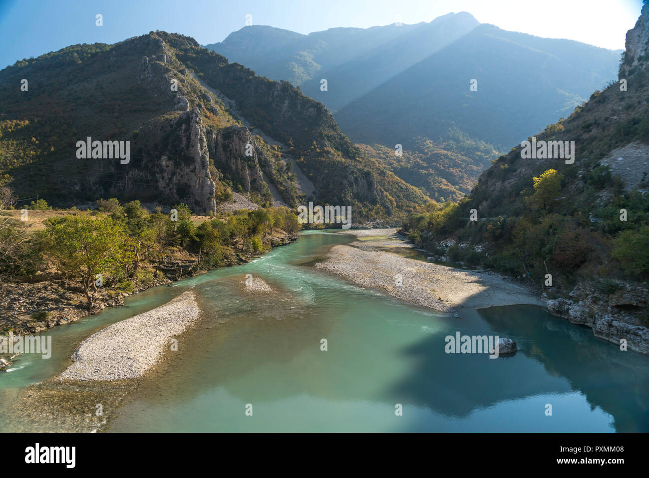 Landschaft am Fluss Drino, Albanien, Europa | landscape at Drino river, Albania, Europe - Stock Image