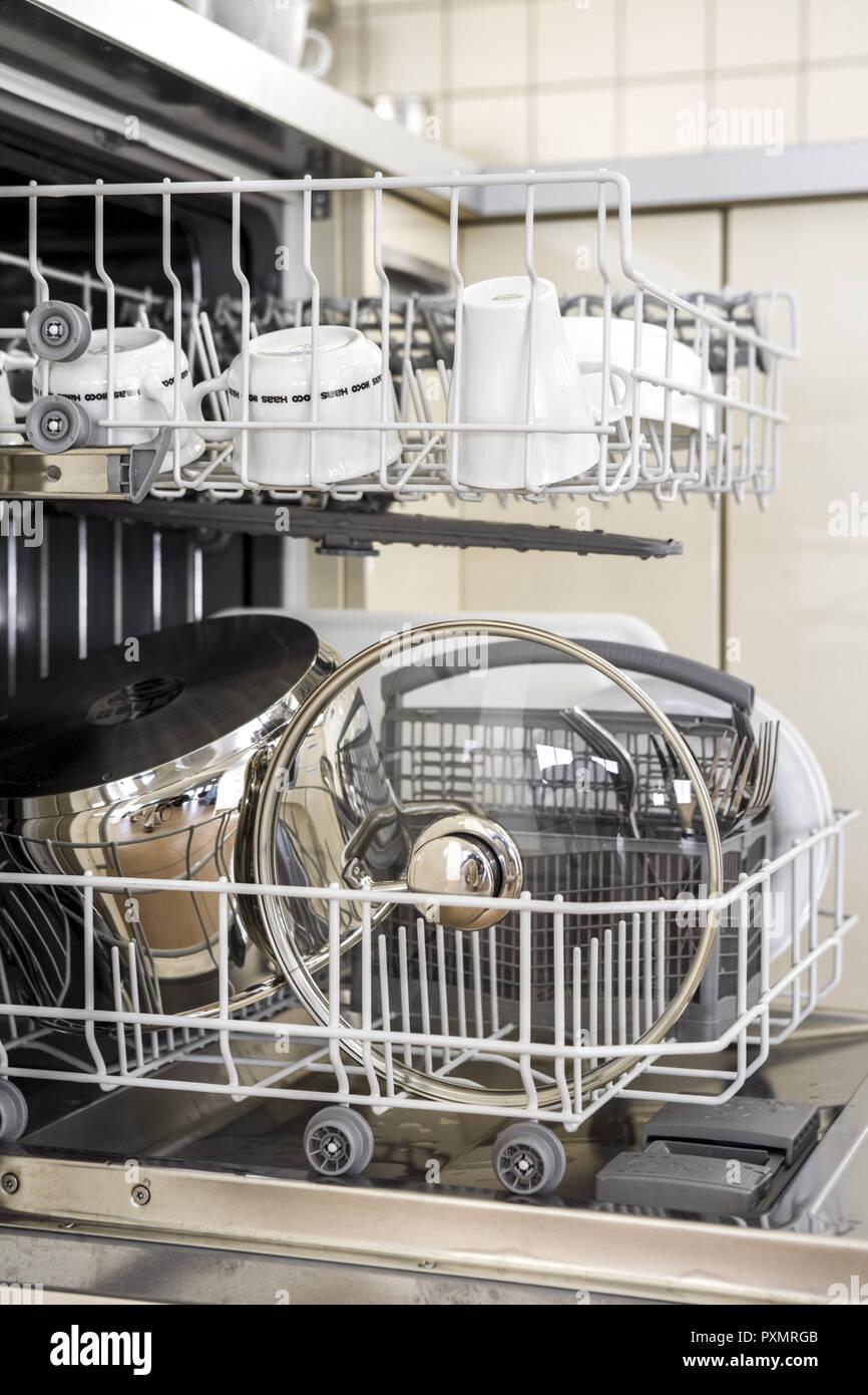 Hausarbeit Innen Kueche Kuechen Menschenleer Niemand Offen