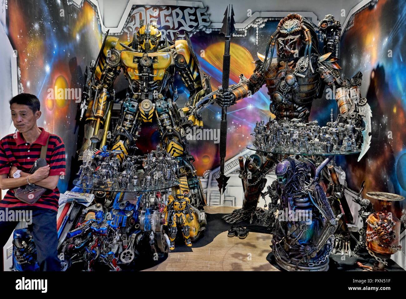 Thailand vendor selling large scale models of Transformer and Alien figures - Stock Image