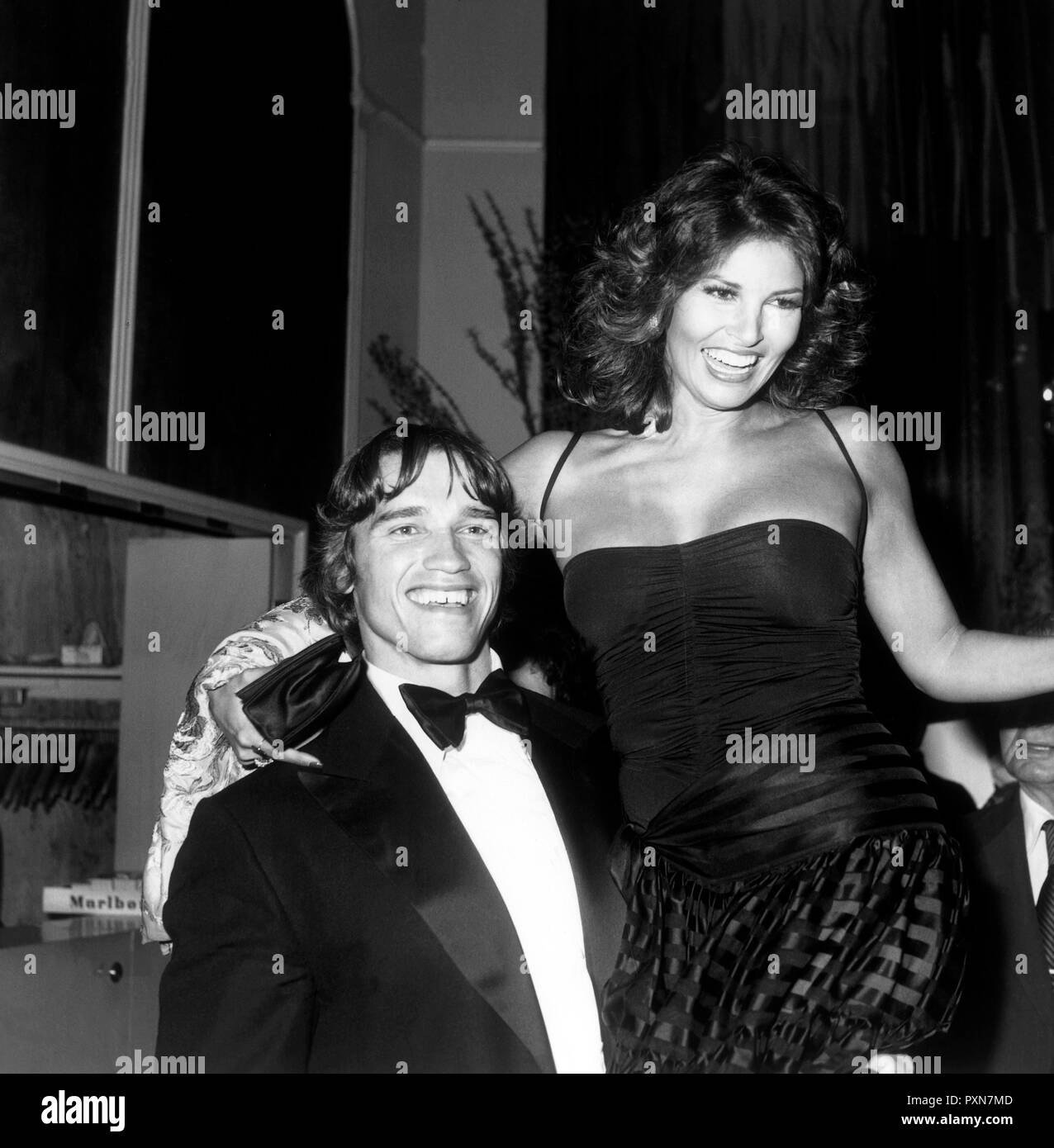 raquel welch and arnold schwarzenegger, 1977 - Stock Image