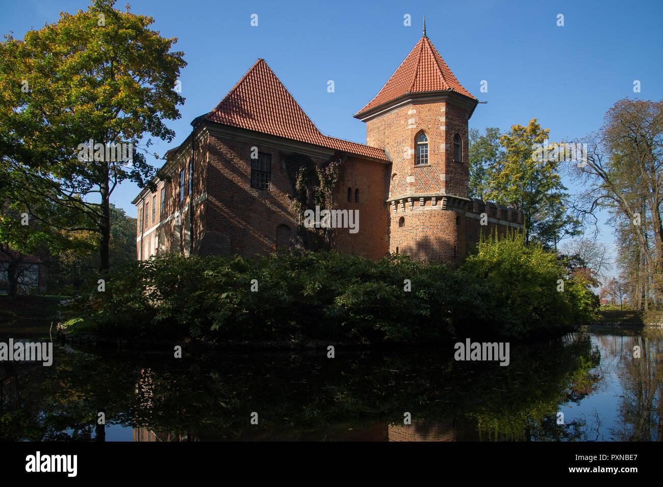 Brick Gothic castle in Oporow, Poland. October 12th 2018 © Wojciech Strozyk / Alamy Stock Photo - Stock Image
