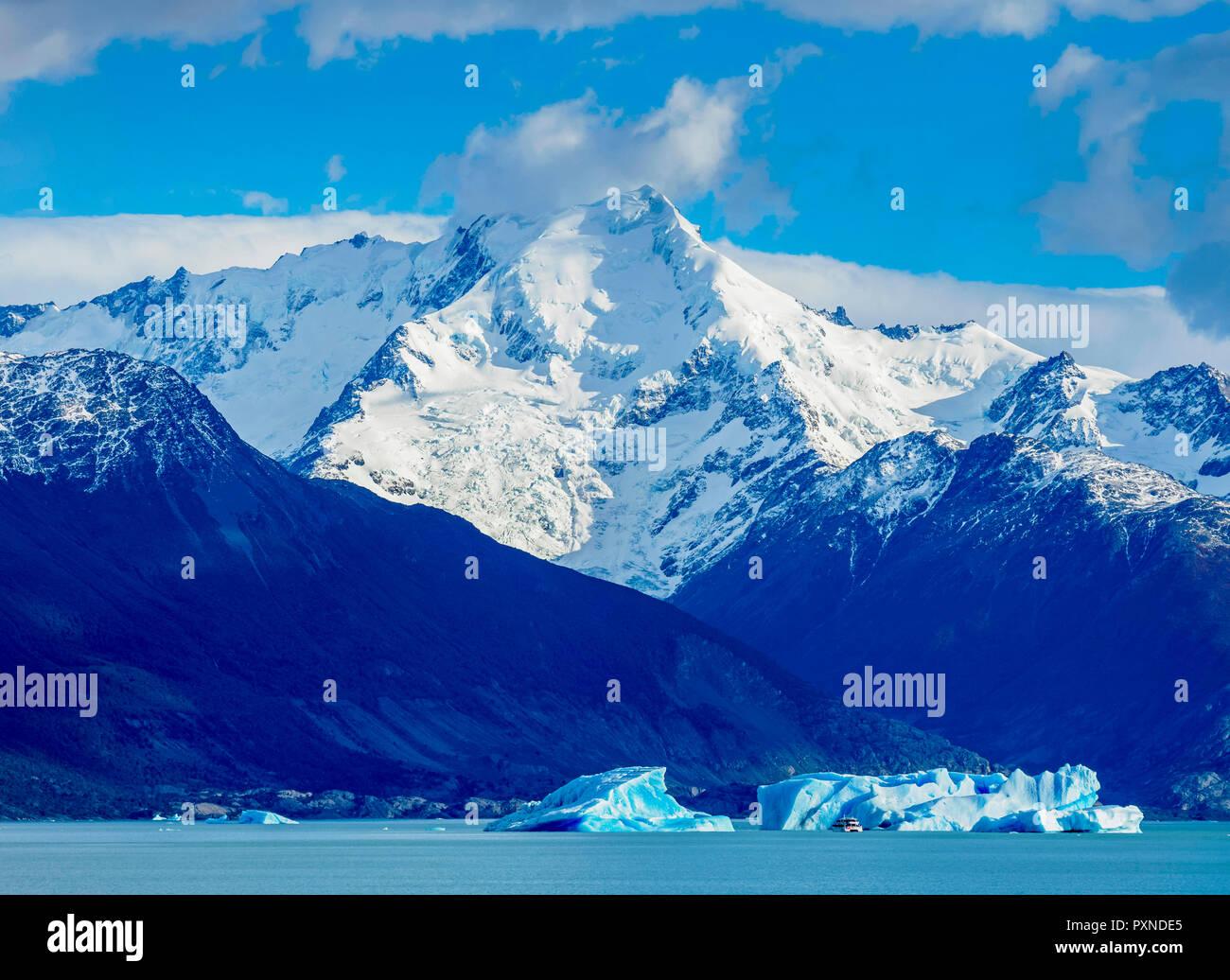 Icebergs on Lake Argentino, Los Glaciares National Park, Santa Cruz Province, Patagonia, Argentina - Stock Image