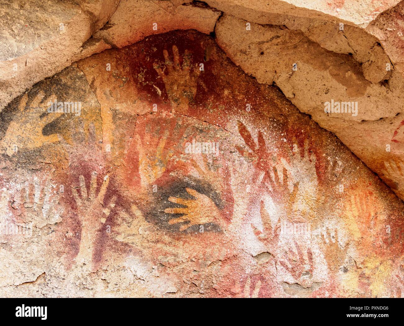 Cueva de las Manos, UNESCO World Heritage Site, Rio Pinturas Canyon, Santa Cruz Province, Patagonia, Argentina - Stock Image
