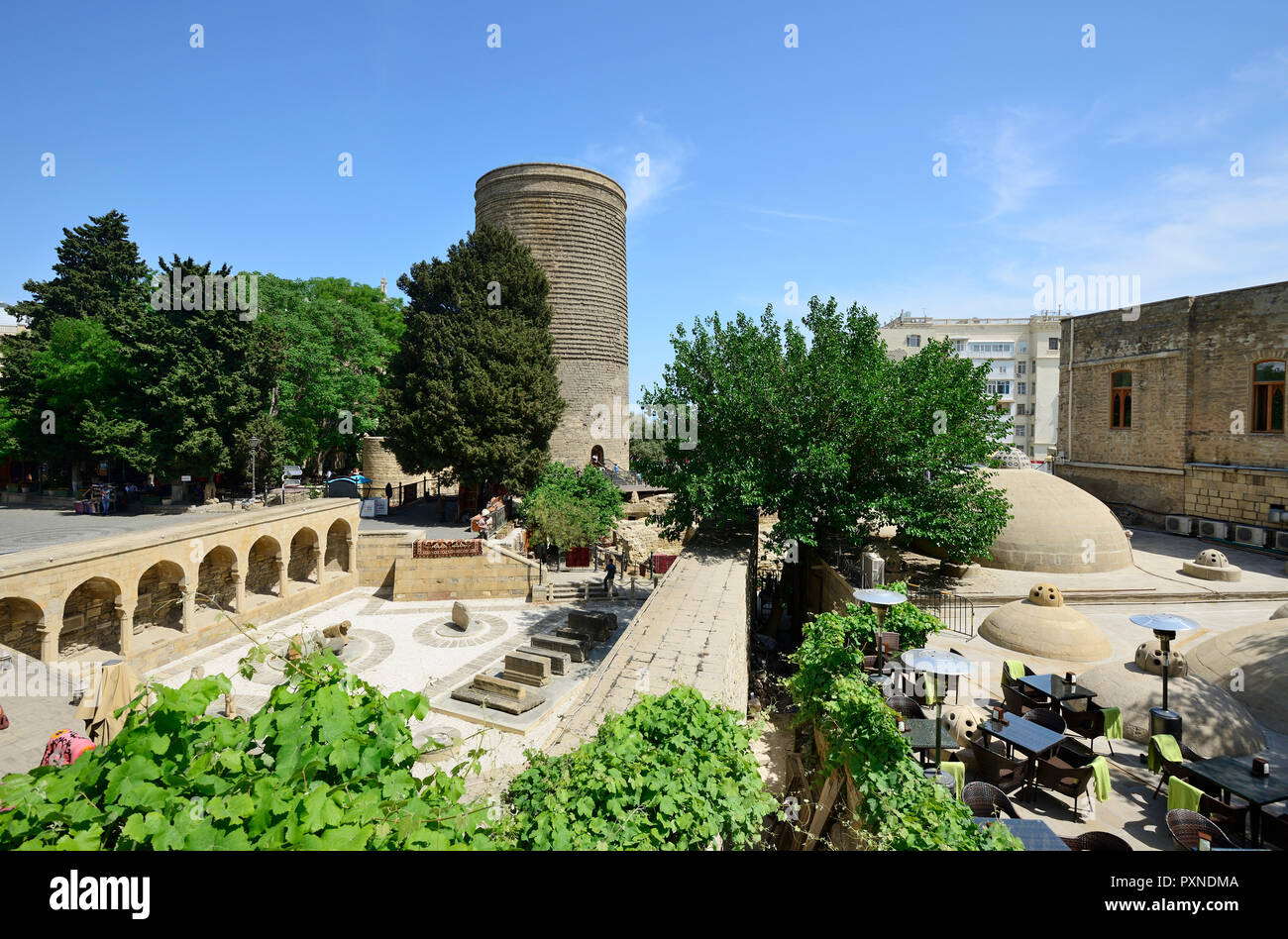 The Maiden Tower Qiz Qalasi A 12th Century Monument In The Old City And Haji Bani Bath Complex Haji Gayiba S Bathhouse A Unesco World Heritage Site Baku Azerbaijan Stock Photo Alamy
