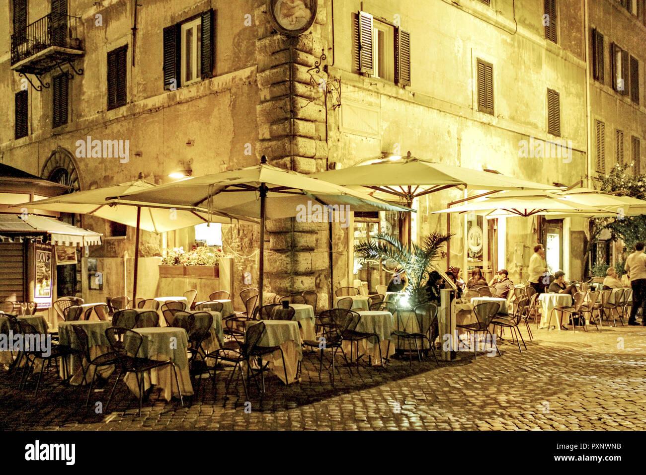 Italy, Rom, Restaurant am Piazza Farnese bei Nacht - Stock Image