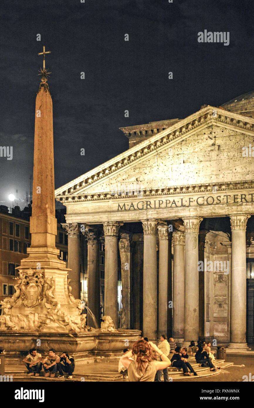 Italy, Rom, Pantheon bei Nacht - Stock Image