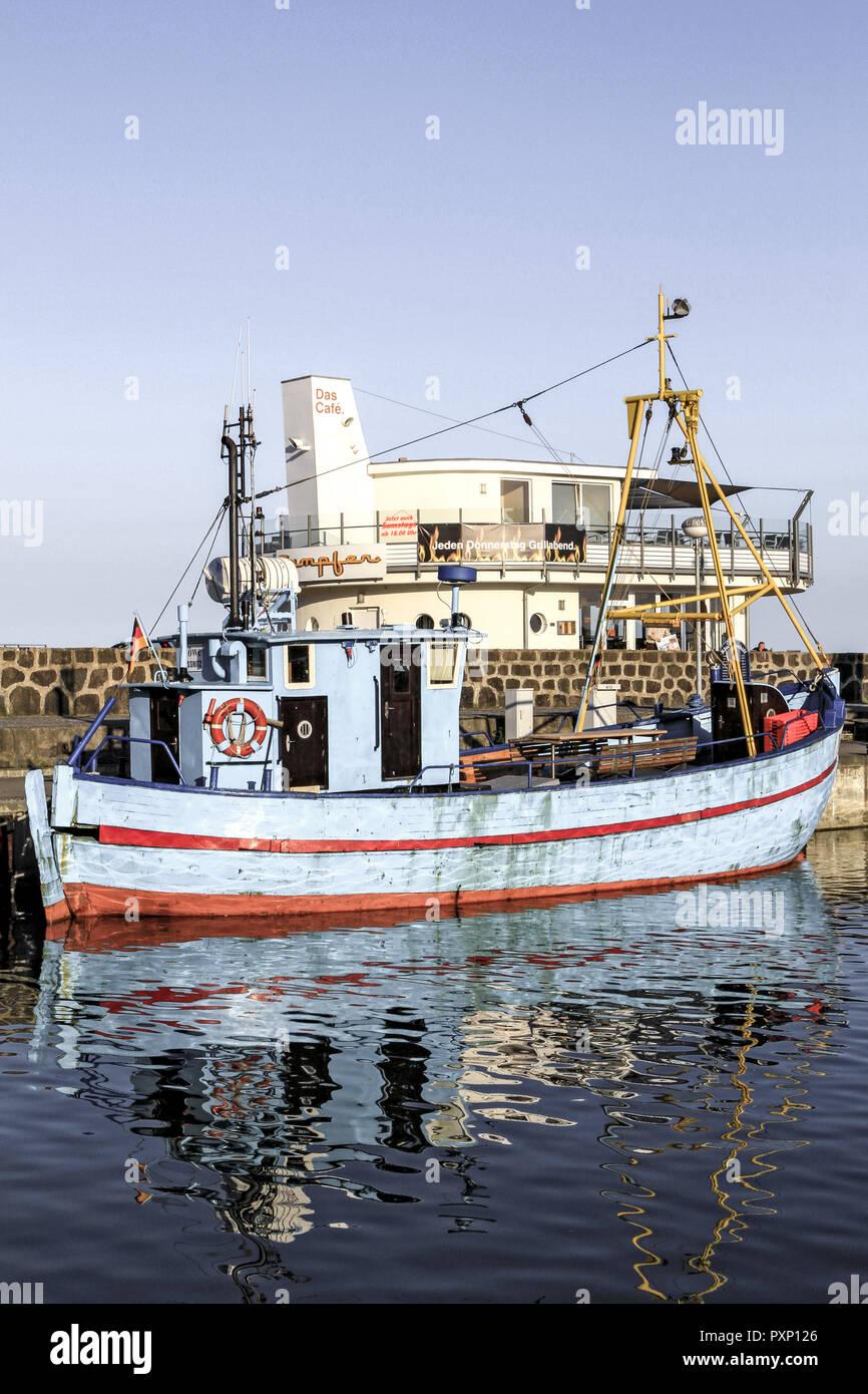 Deutschland, Mecklenburg-Vorpommern, Ostsee, Insel Ruegen, Hafen von Sassnitz, Fischerboot, Fischkutter Stock Photo