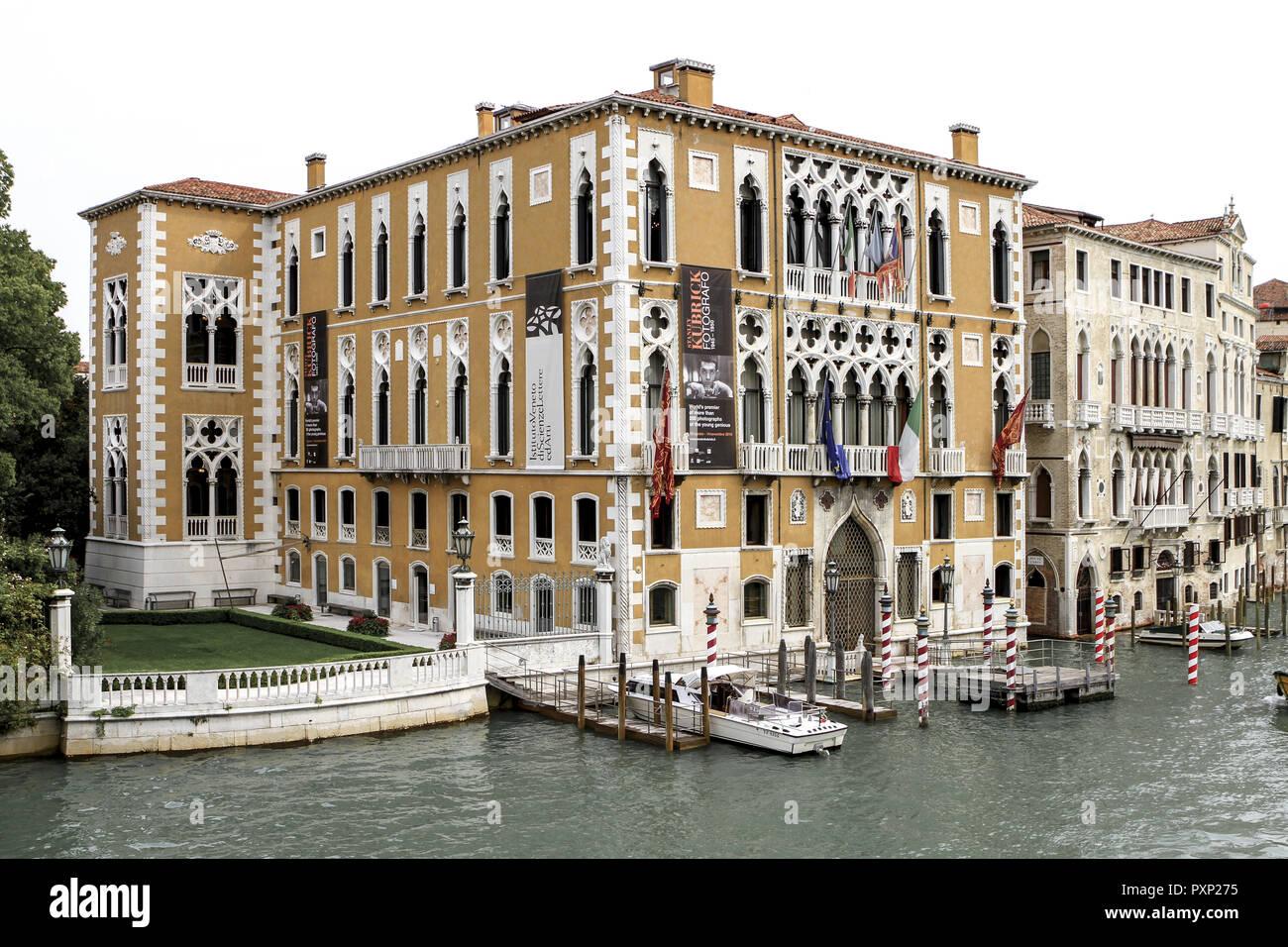 Palazzo Cavalli Franchetti und B·rbaro am Canale Grande in Venedig, Italien Stock Photo
