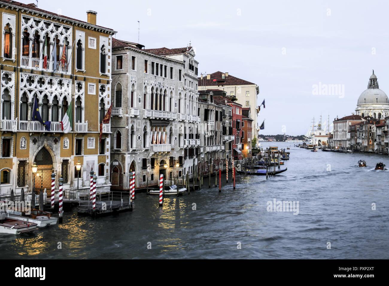 Palazzo Cavalli Franchetti und Barbaro-Curtis am Canale Grande in Venedig, Italien Stock Photo