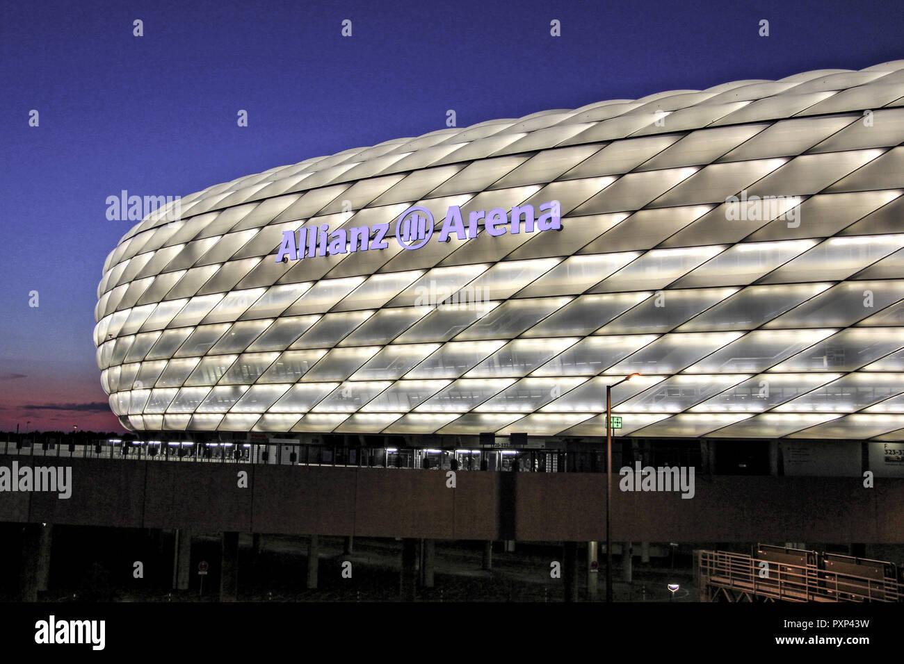 Deutschland, München, Fussballstadion, Allianz Arena, , erbaut 2002-2005, Architekten, Herzog und de Meuron, Covertex Aussenhülle, Germany, Munich foo - Stock Image