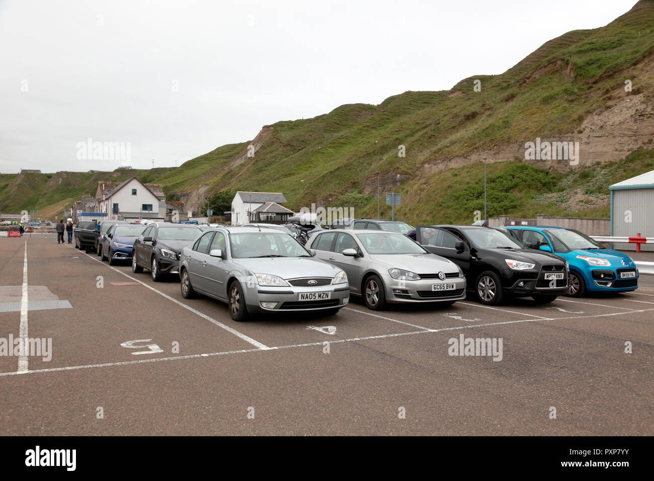 Cars waiting to board the NorthLink car ferry Hamnavoe at Scrabster for the journey to Stromness, Orkney Islands - Stock Image