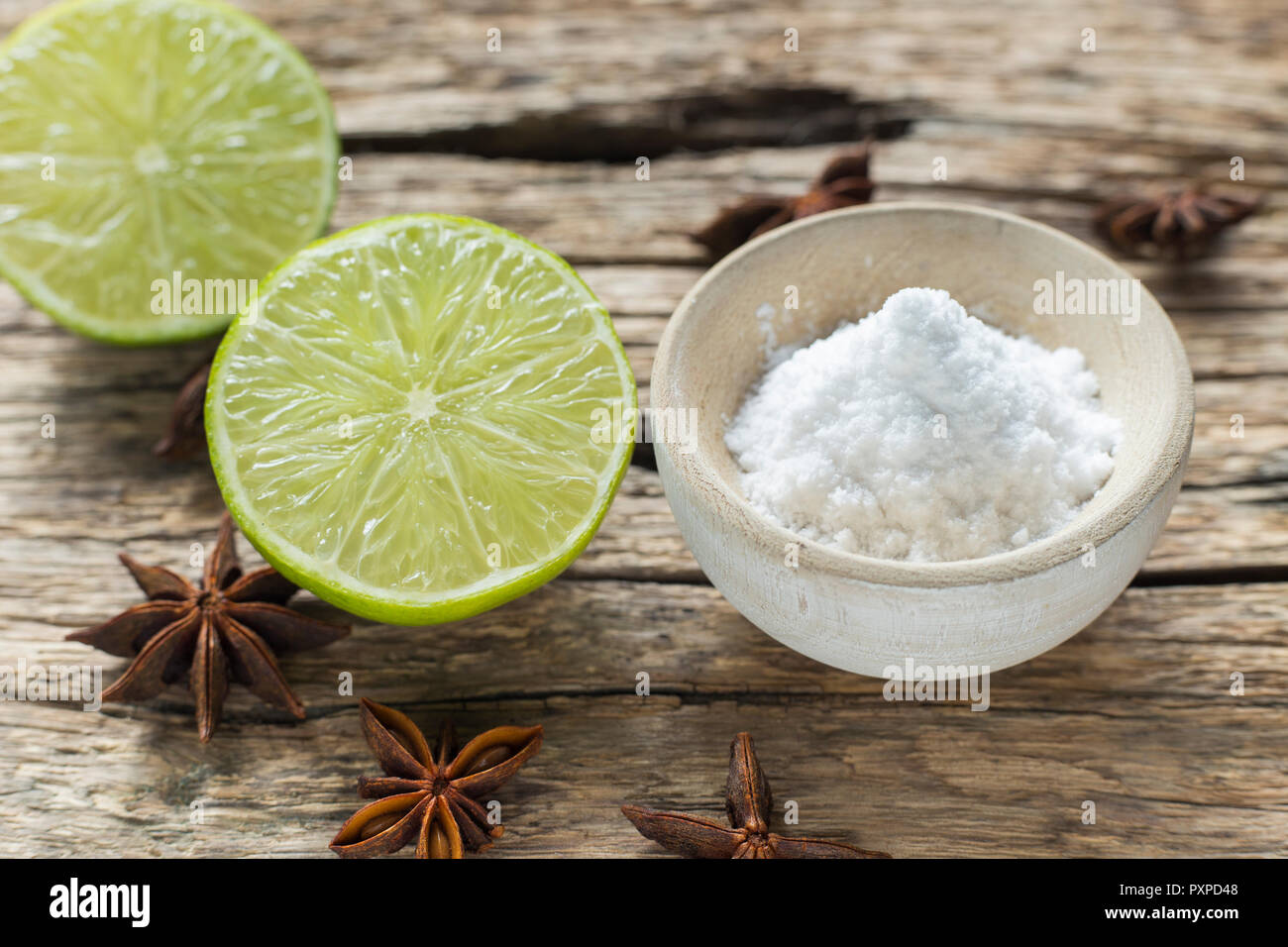 Baking soda and lemon on the table. - Stock Image