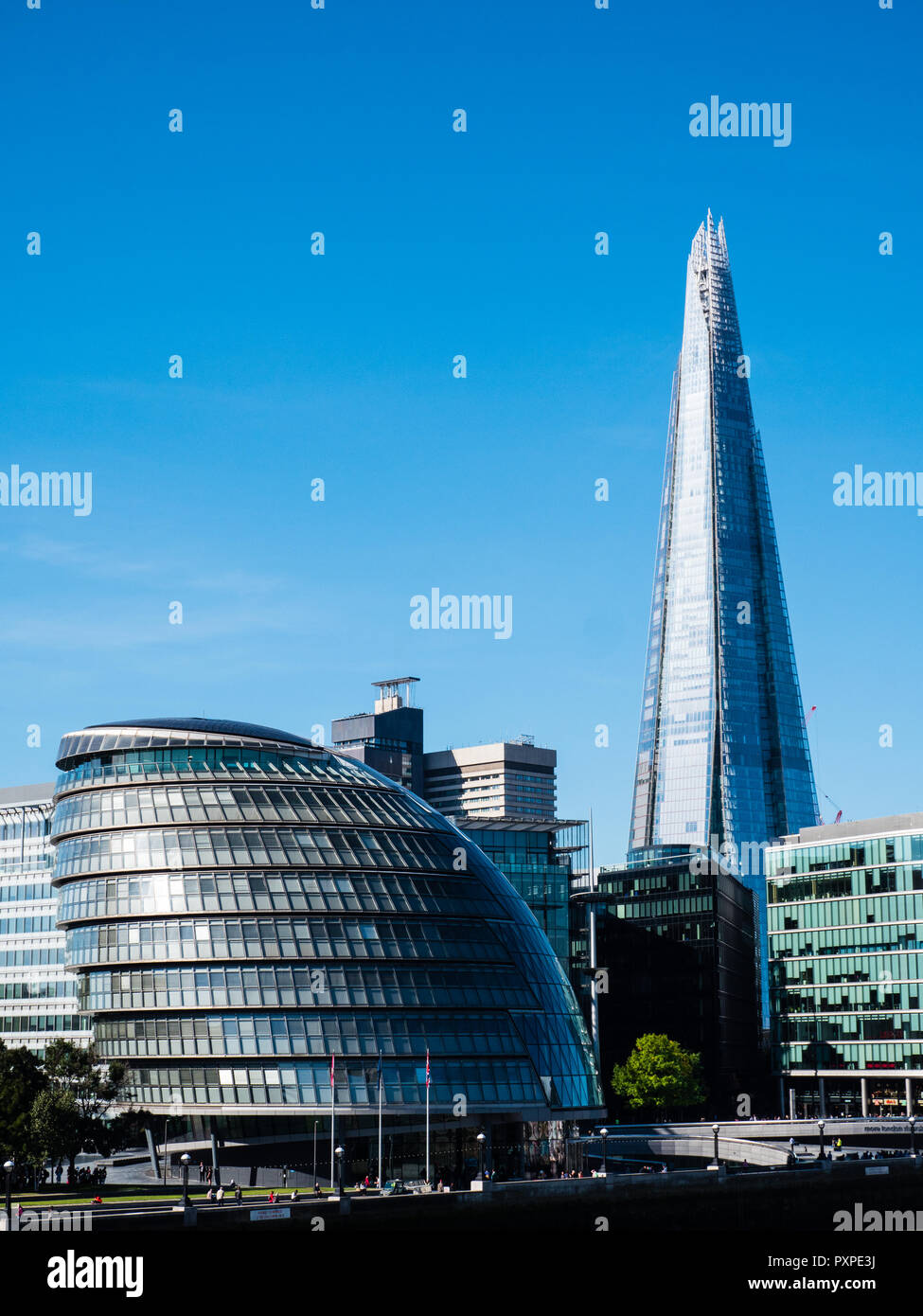 London Assembly, London City Hall, with The Shard, on the River Thames, South Bank, London, England, UK, GB. - Stock Image