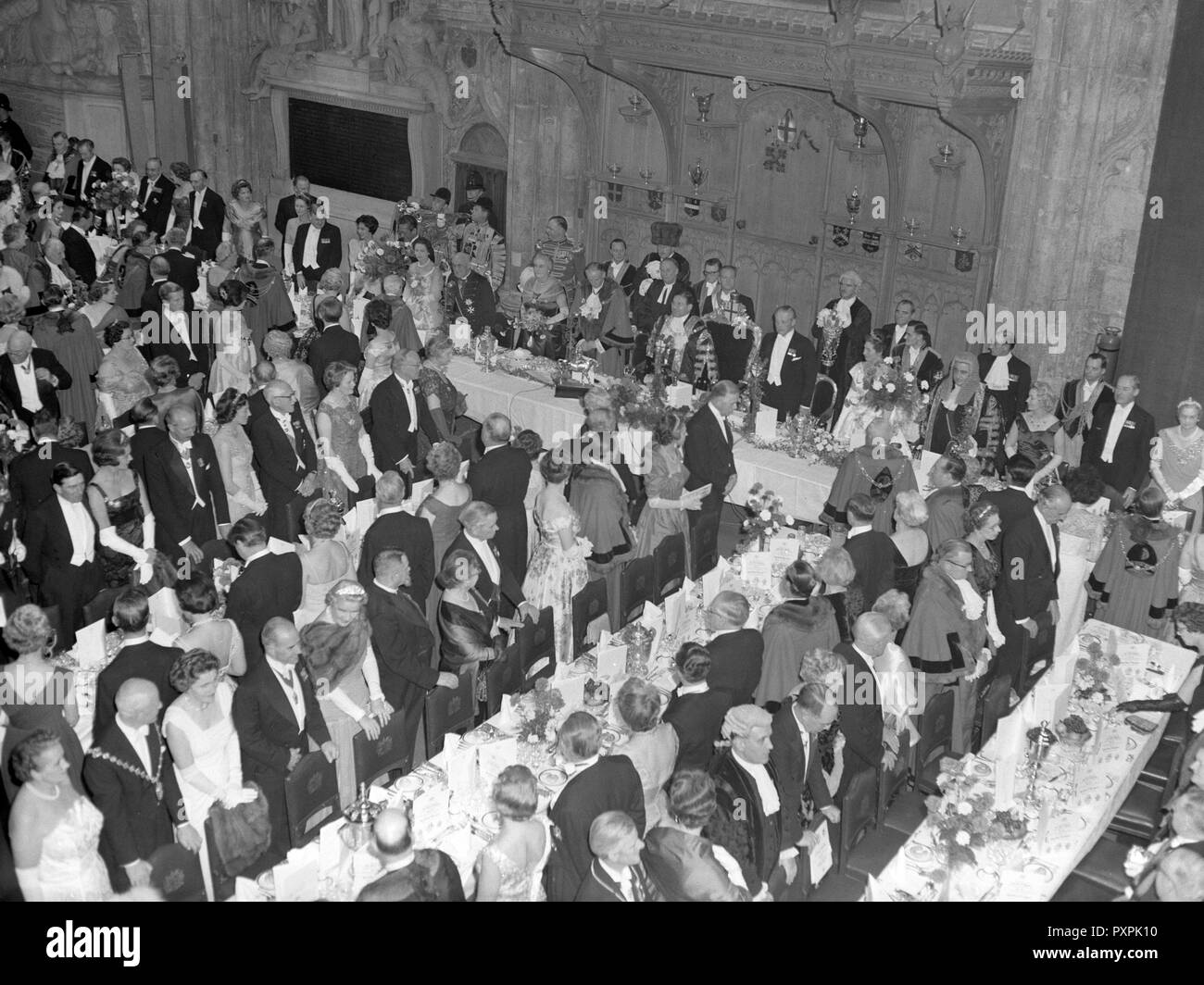 The City of London's Guildhall held the Lord Mayor's Banquet. Here inside the Guildhall showing the top table (from L-R) is Dr. Fisher, the Archbishop of Canterbury, Lady Dorothy Macmillan, wife of the Prime Minister, Sir Edmund Stockade, last year's Lord Mayor, Sir Bernard Waley-Cohen, the new Lord Mayor of London, Harold Macmillan, the Prime Minister, Lady Waley-Cohen, wife of the new Lord Mayor, and Viscount Kilmuir, the Lord Chancellor. - Stock Image