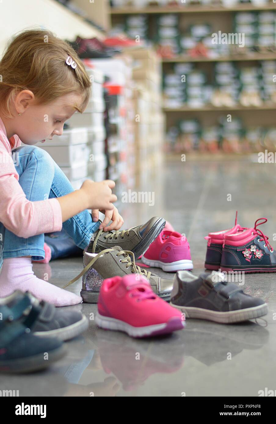 e737ab784 Put On Shoe Shoes Stock Photos & Put On Shoe Shoes Stock Images - Alamy
