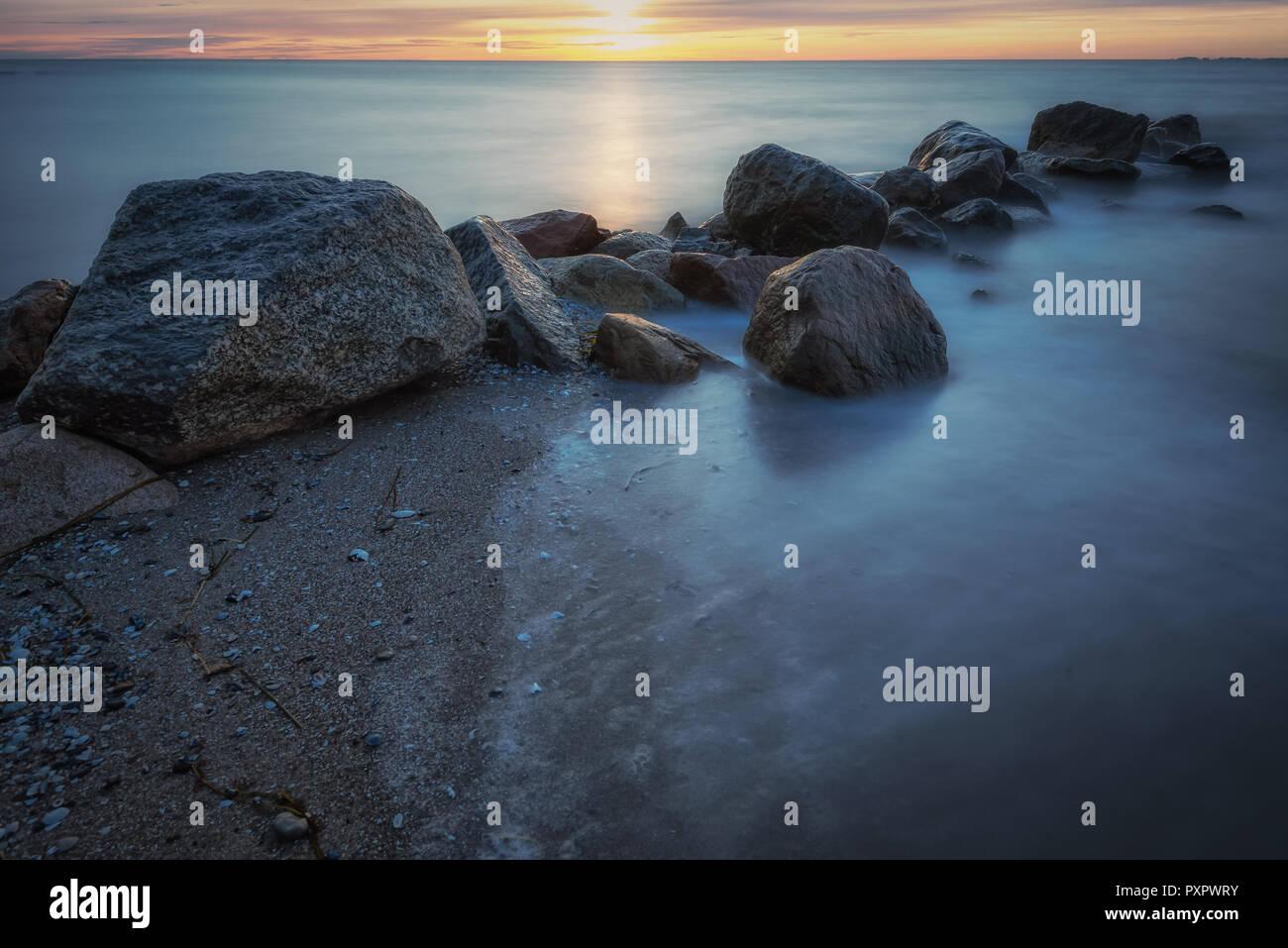 Am Strand von Grömitz zur blauen Stunde - Stock Image