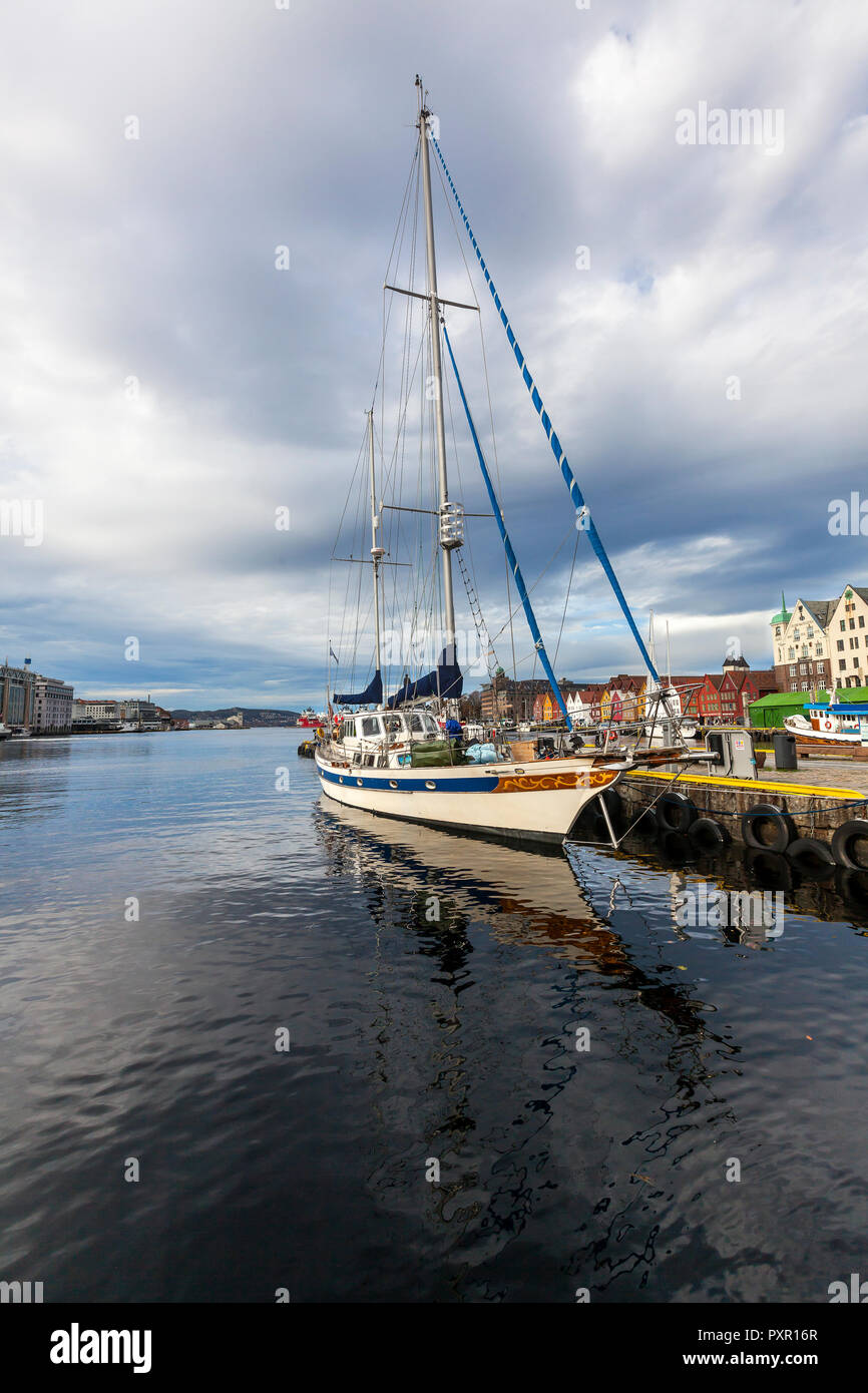 Ketch rigged sailing vessel Druen III of Tromsoe visiting the port of Bergen, Norway. In the background Bryggen, the UNESCO heritage quay area. - Stock Image