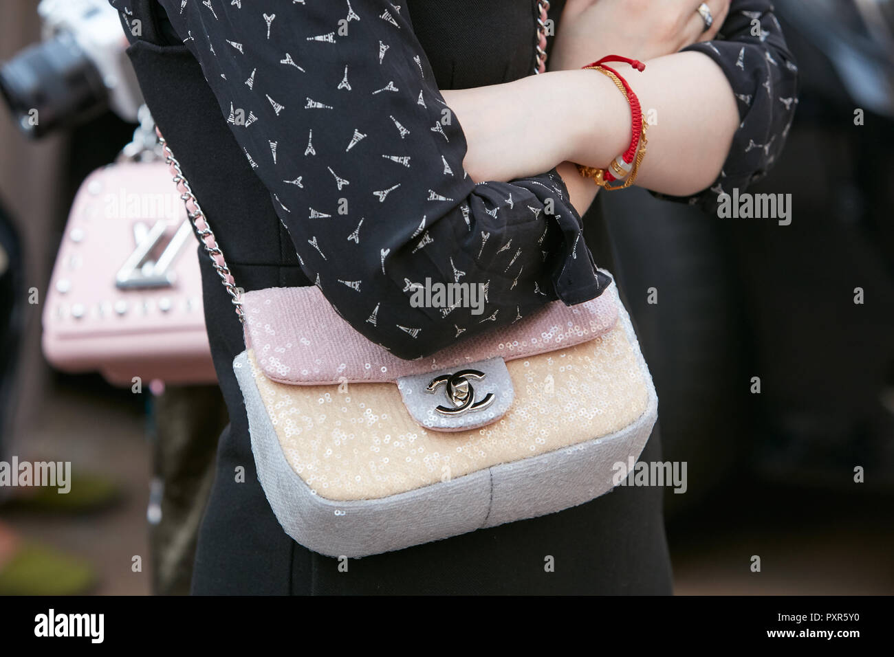 f394347d MILAN, ITALY - SEPTEMBER 22, 2018: Woman with Chanel pink ...