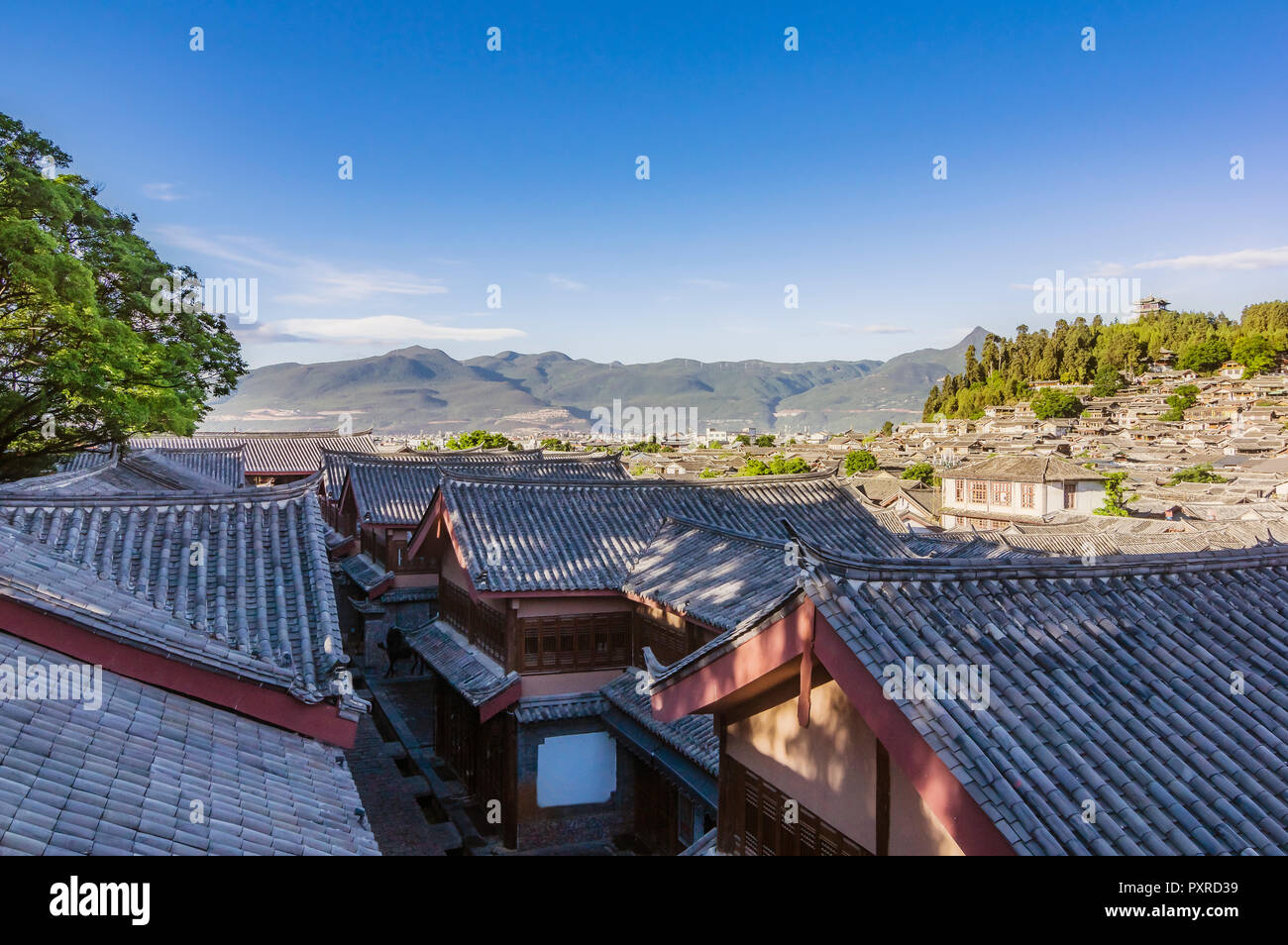 China, Yunnan, Lijiang, tiled roofs in the old town - Stock Image