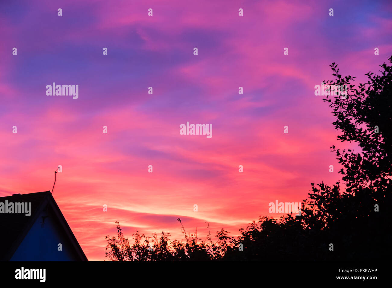 East Budleigh. 23rd Oct 2018. UK Weather: Being a country area with plenty of hills and clean air, the skys are often spectacular. Credit: Peter/Alamy Live News - Stock Image