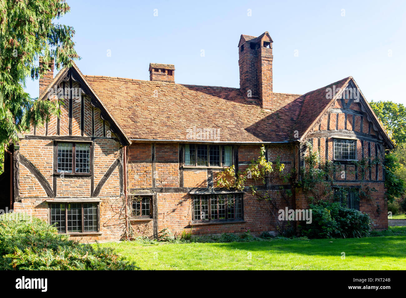 Period timber-framed house, The Street, Waltham St Lawrence, Berkshire, England, United Kingdom - Stock Image
