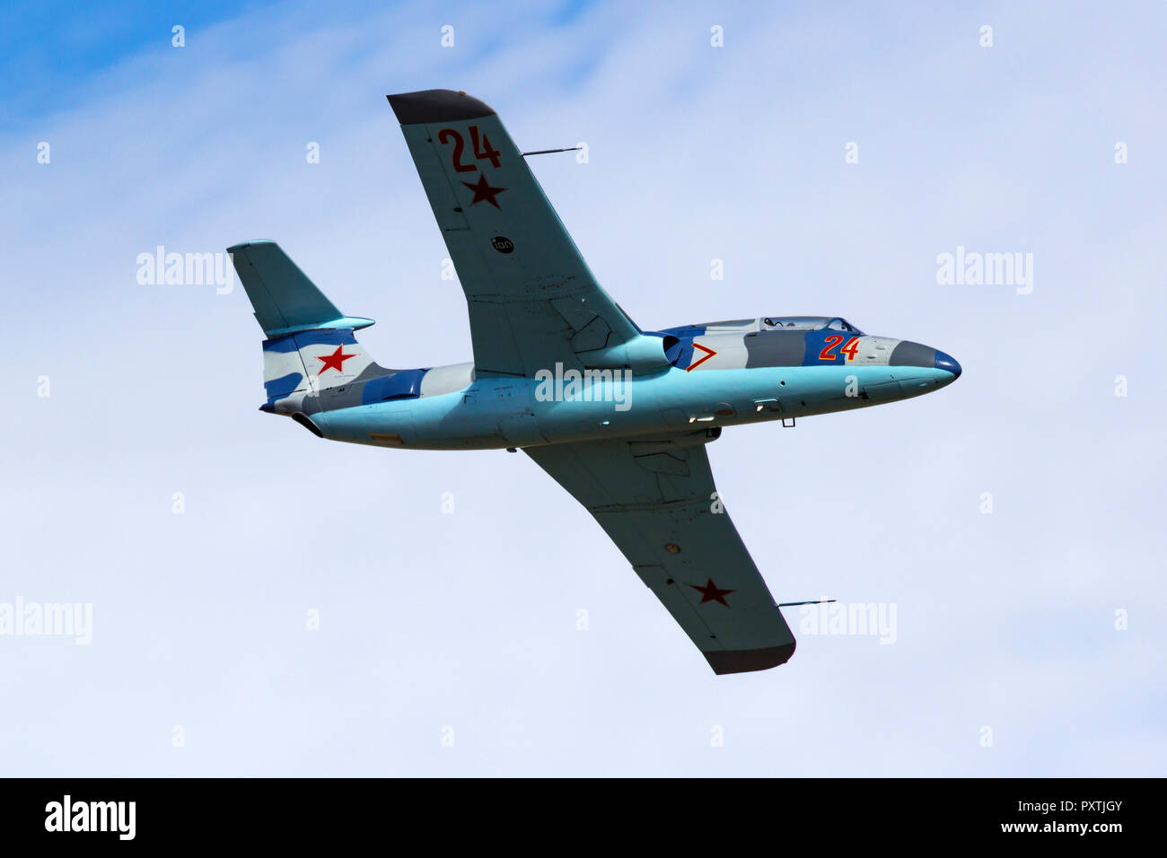 Pete Zaccagnino pilots 'Just Lucky' an L-29 Delfin Albatross during a Jet Class Heat Race as part of the 2018 Reno National Championship Air Races. Za - Stock Image