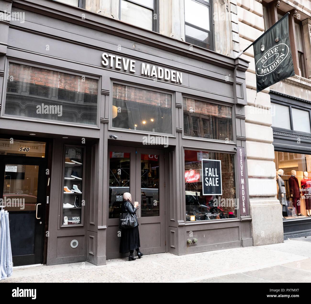 3252cc7792a Steve Madden store in the SoHo neighbourhood of New York City Stock ...
