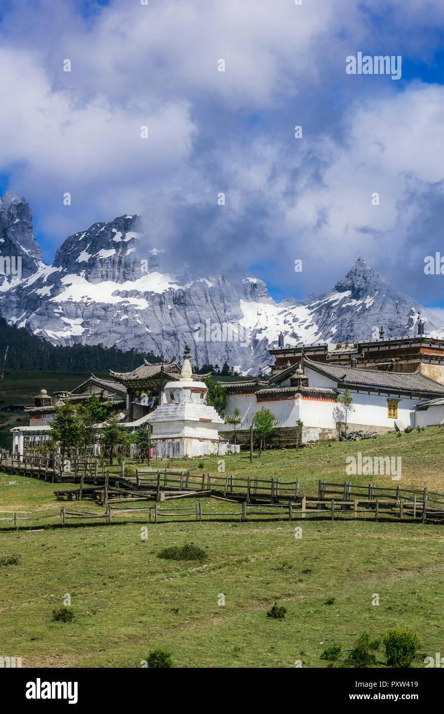 China, Yunnan, Lijiang, Jade Dragon Snow Mountain Stock Photo