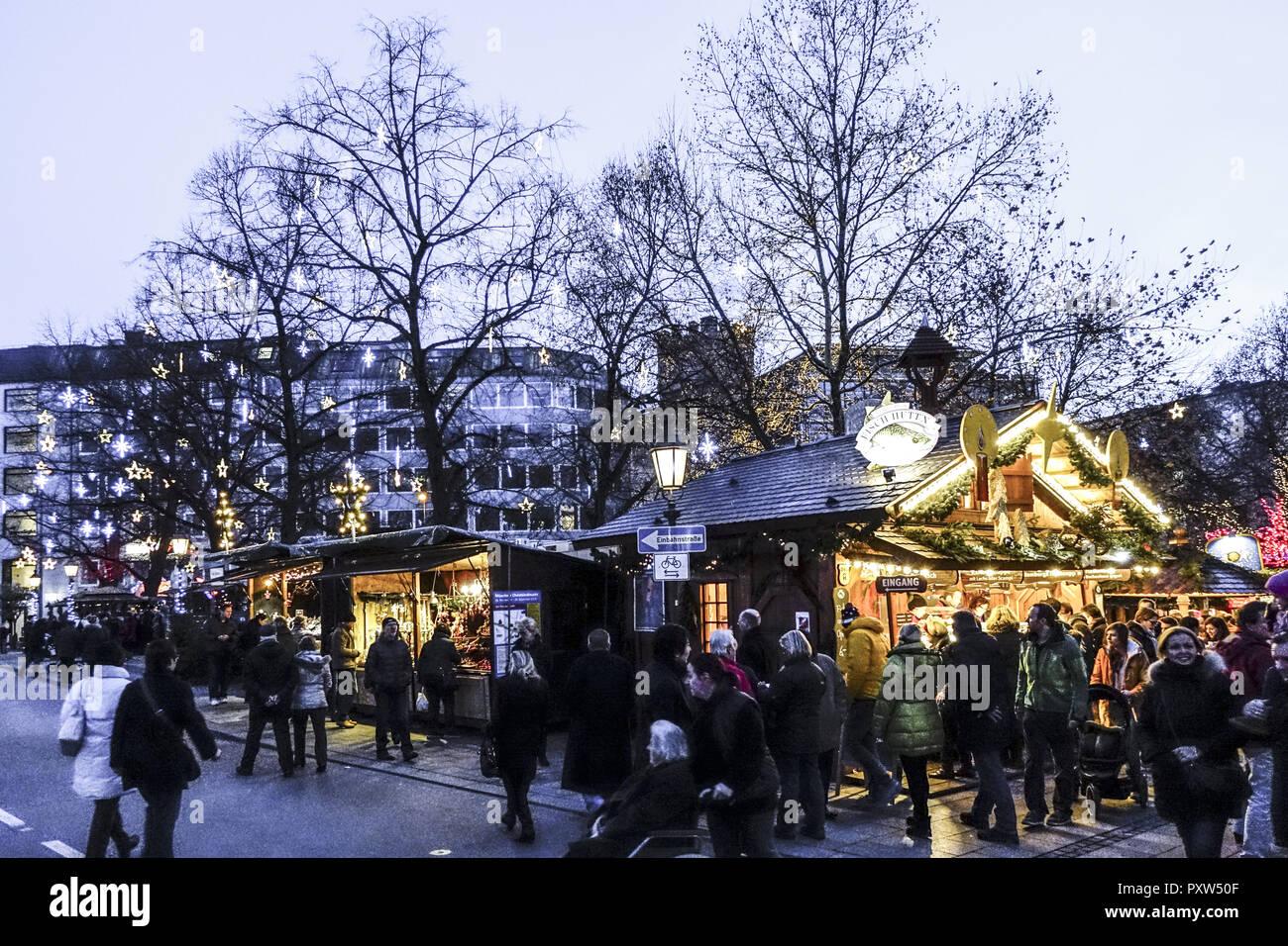 Deutschland Weihnachtsmarkt.Weihnachtsmarkt In München Bayern Deutschland Christmas Market In