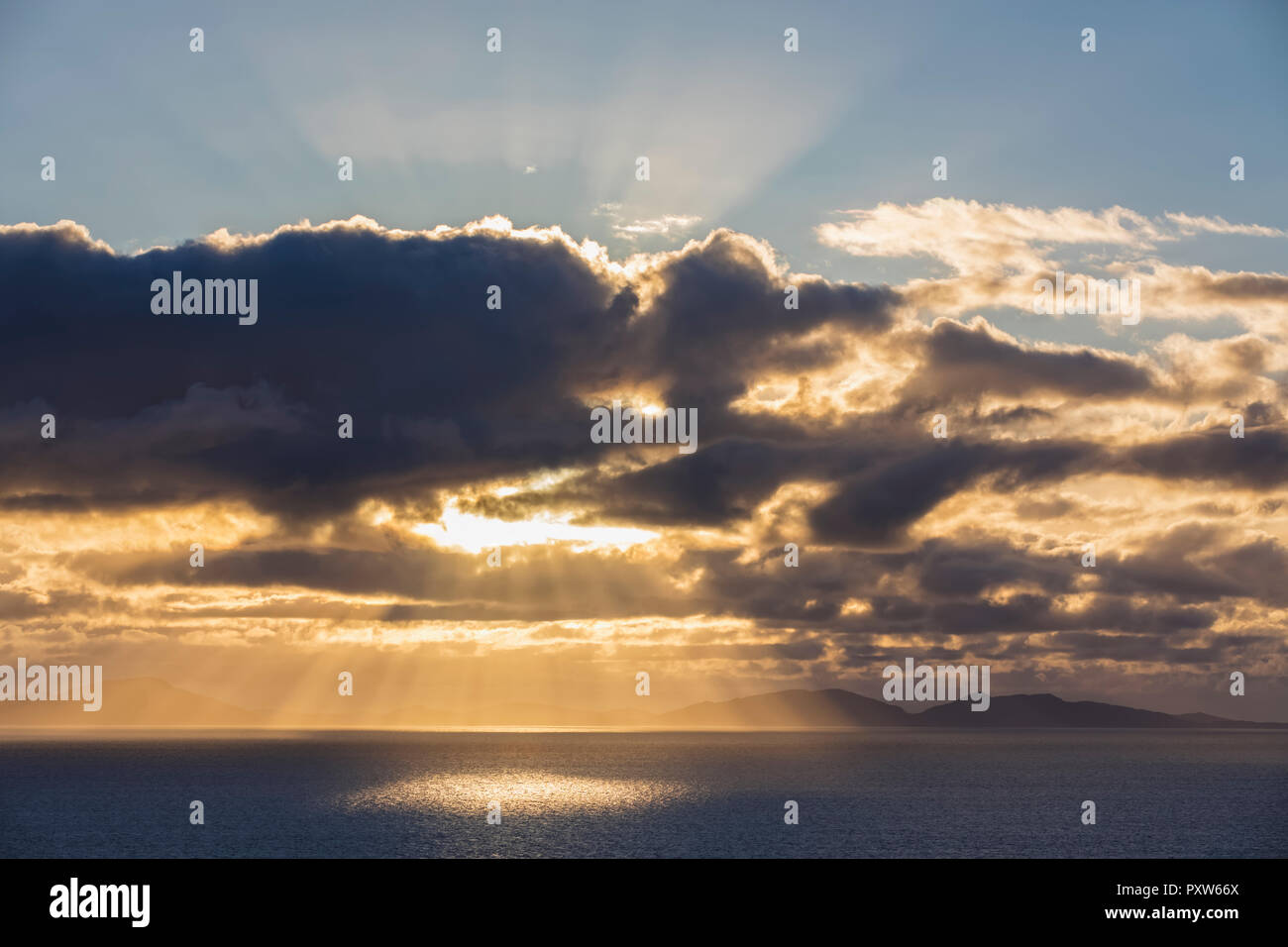UK, Scotland, Inner Hebrides, Isle of Skye, cloudscape at sunset - Stock Image