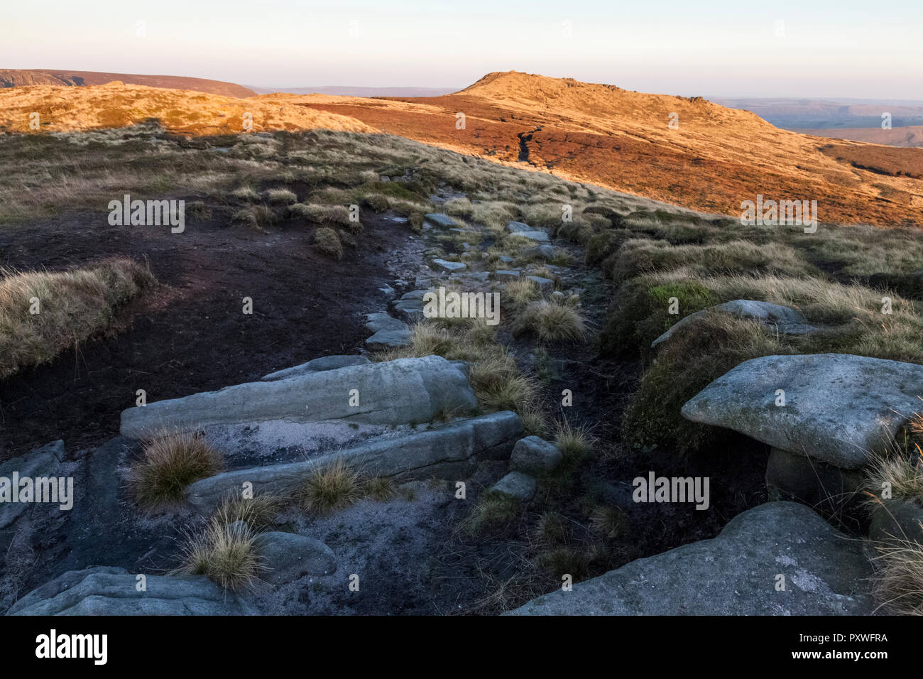 Grindslow Knoll rising up on the southern edge of Kinder Scout in September sunlight. Kinder Scout, Derbyshire, Peak District, England, UK. - Stock Image