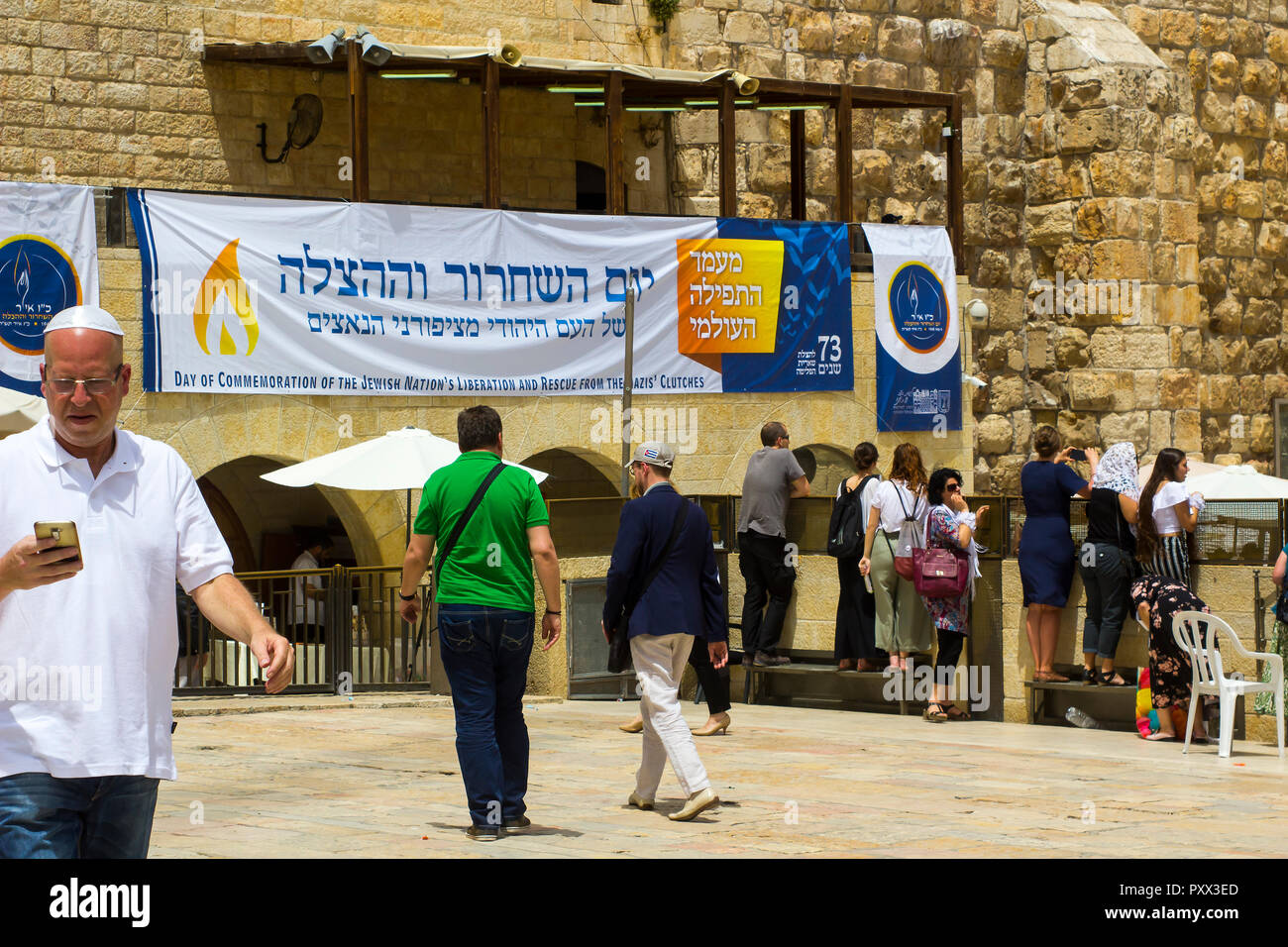 10 May 2018 A large poster in Hebrew announcing a day of commemoration of the nation's liberation from the Nazis hangs at the Western Wall in Jerusale - Stock Image