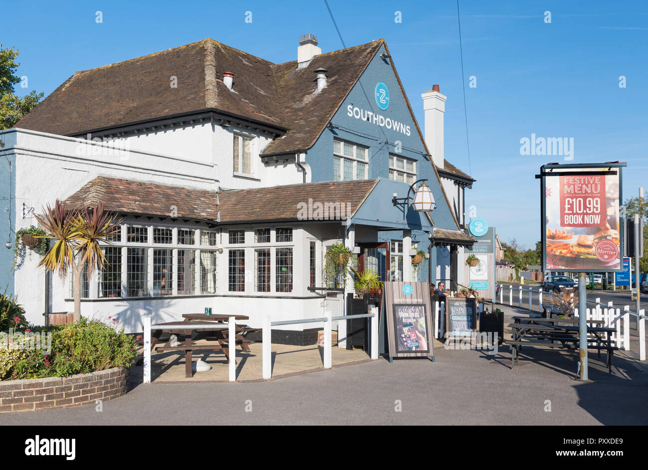 The Southdowns pub & grill from the Sizzling Pubs chain in Bognor Regis, West Sussex, England, UK. - Stock Image