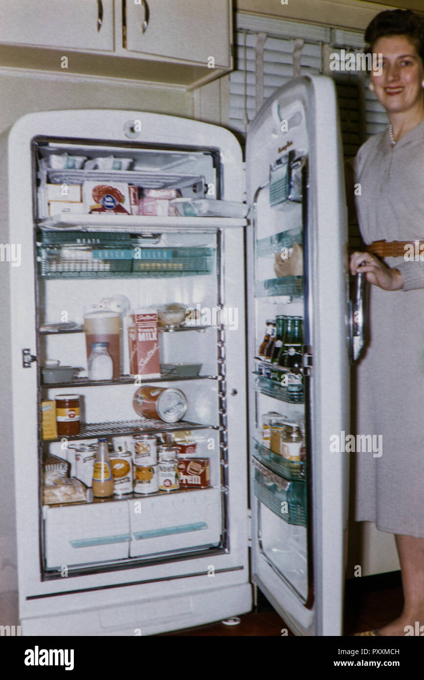1950s Refrigerator Stock Photos & 1950s Refrigerator Stock Images