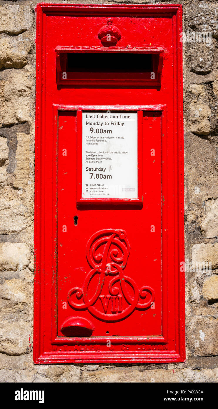 An elaborate Monarchical insignia on an Edwardian post box in Stamford, Lincolnshire, UK - Stock Image