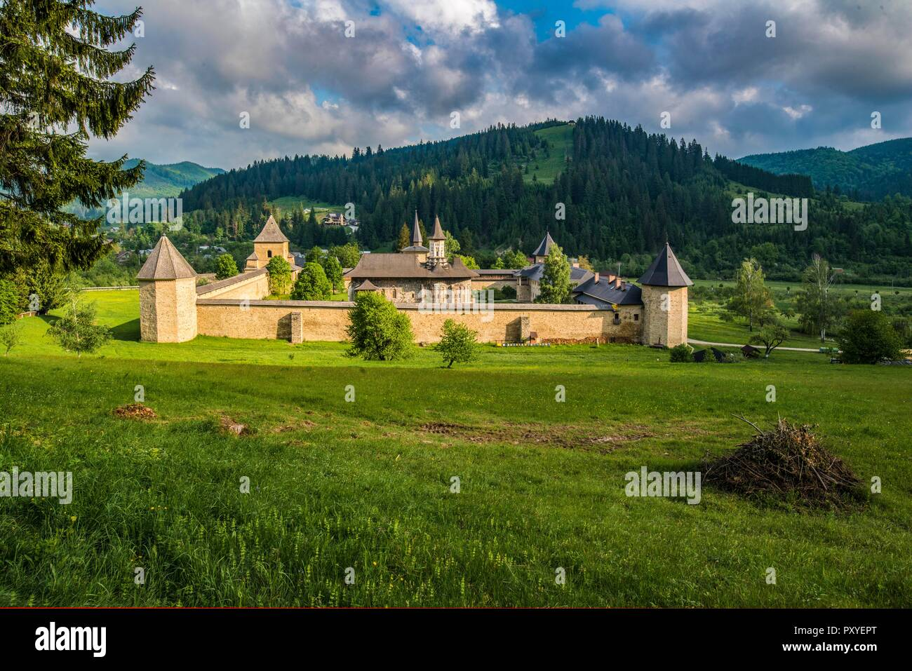 ROMANIA, SUCEVITA, many of the the painted churches of the Bukovina which are always part of a moastery like Sucevita, are UNESCO world heritage sites - Stock Image