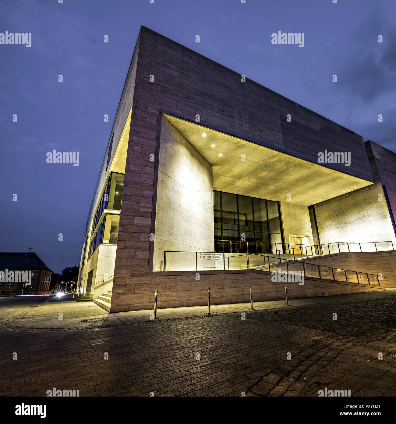 Museum Georg Schaefer, Schweinfurt, nachts beleuchtet Stock Photo