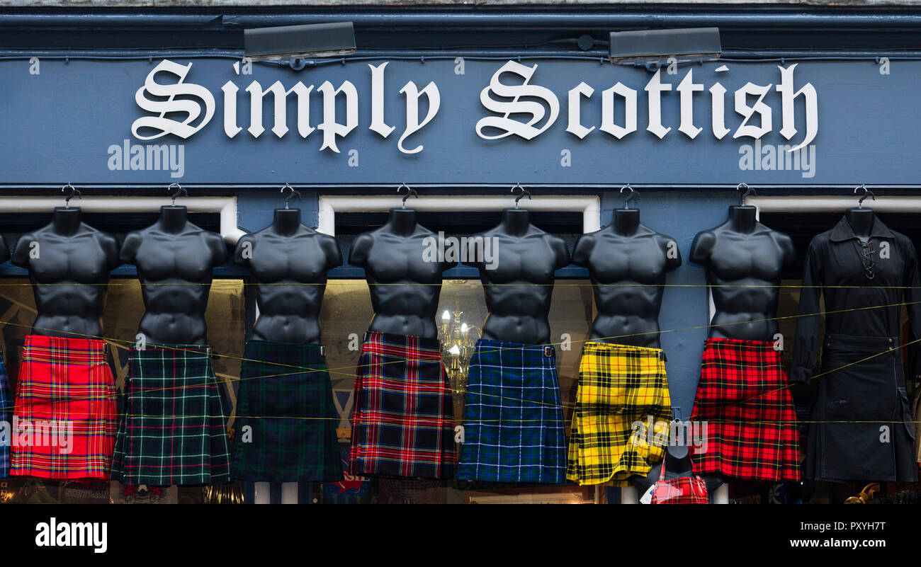 Row of male mannequins wearing tartan kilts outside tourist gift shop on the Royal Mile in Edinburgh, Scotland, UK. - Stock Image