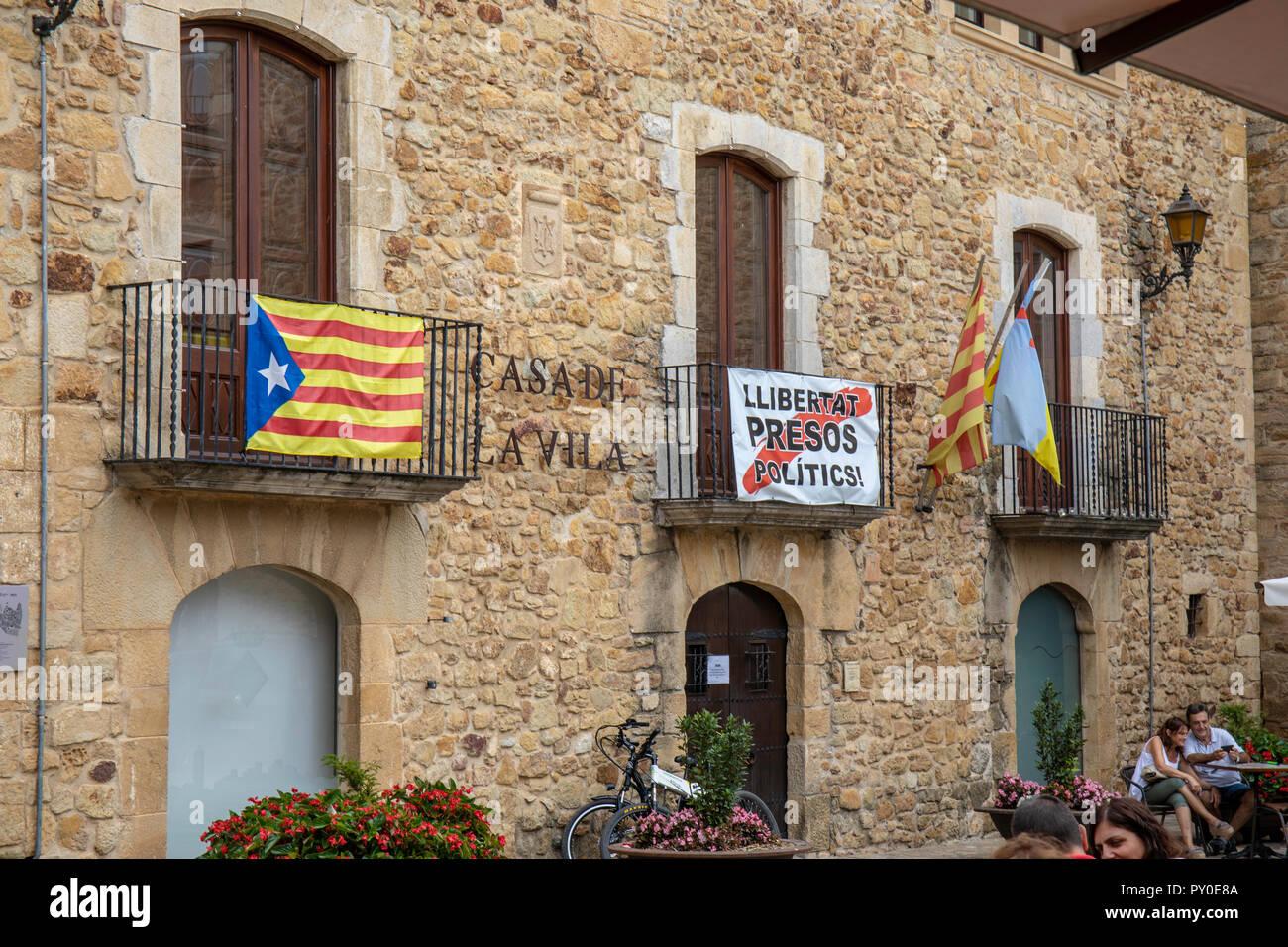 Freedom for Political Prisoners and the flag of an independent Cartalan country, Pals, Catalunya, Spain Stock Photo