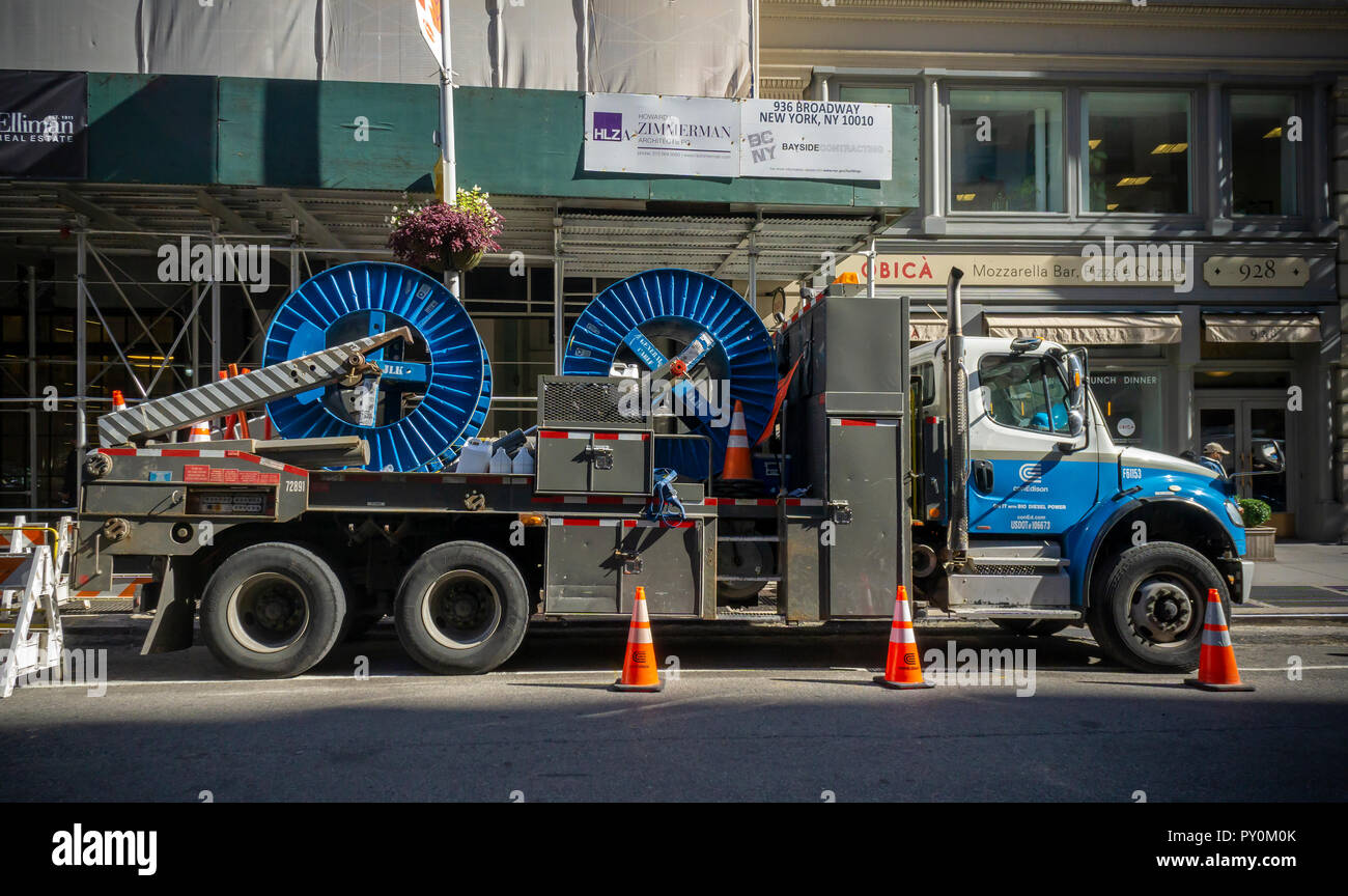 A ConEd truck laden with cables parked in New York on Wednesday, October 17, 2018. (© Richard B. Levine) - Stock Image
