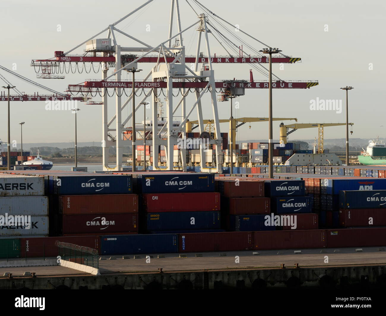 AJAXNETPHOTO. 2018. DUNKERQUE, FRANCE. - FREIGHT - CONTAINER BOXES STACKED ON THE QUAY. PHOTO:JONATHAN EASTLAND/AJAX REF:GX8 181909 333 Stock Photo