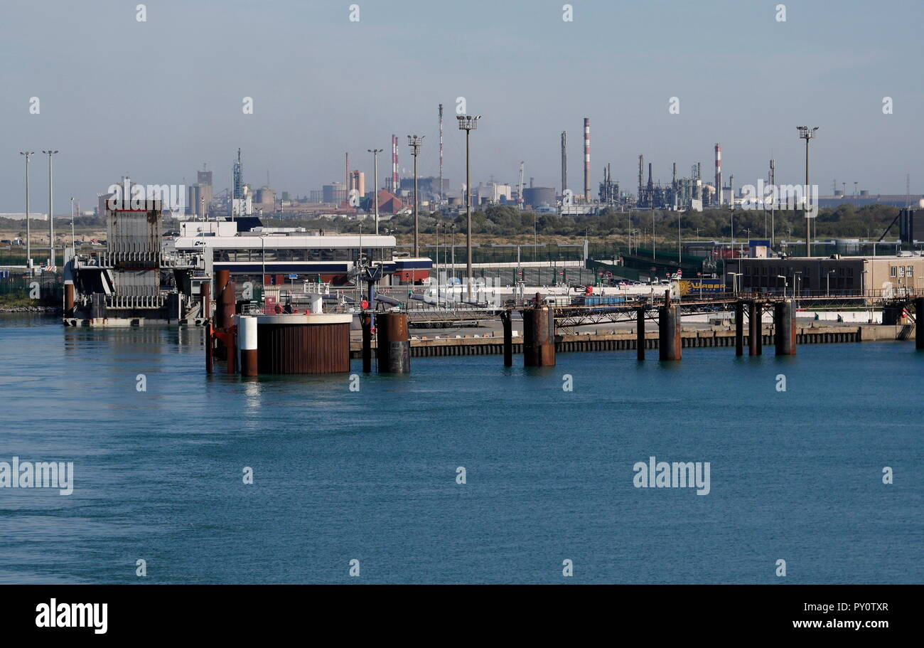 AJAXNETPHOTO. 2018. DUNKERQUE, FRANCE. - FERRY TERMINAL - INFRASTRUCTURE AND REFINERY INDUSTRIAL COMPLEX. PHOTO:JONATHAN EASTLAND/AJAX REF:GX8 182009 868 Stock Photo