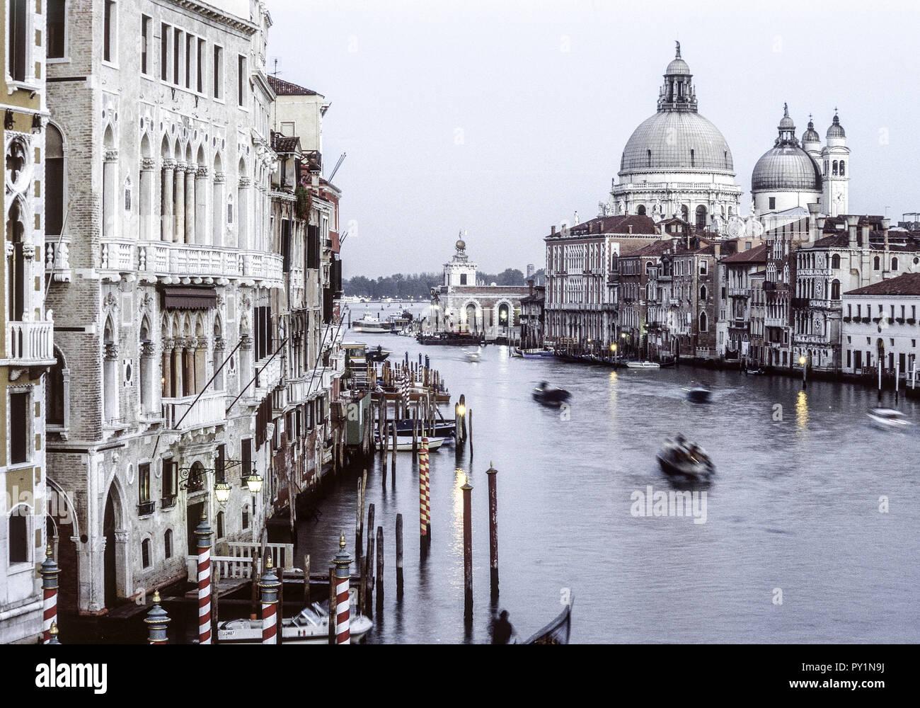 Venedig, Canal Grande mit Santa Maria della Salute , Italien Stock Photo