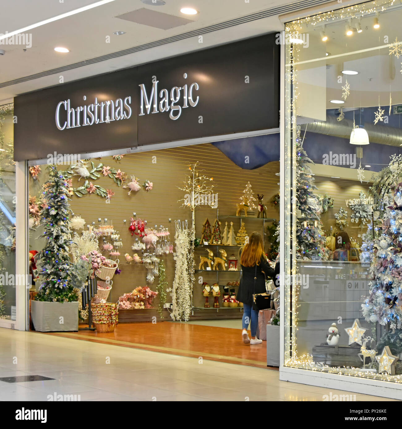 Christmas Business Decorations.Christmas Magic Store Decorations Lights Trees In Uk Pop