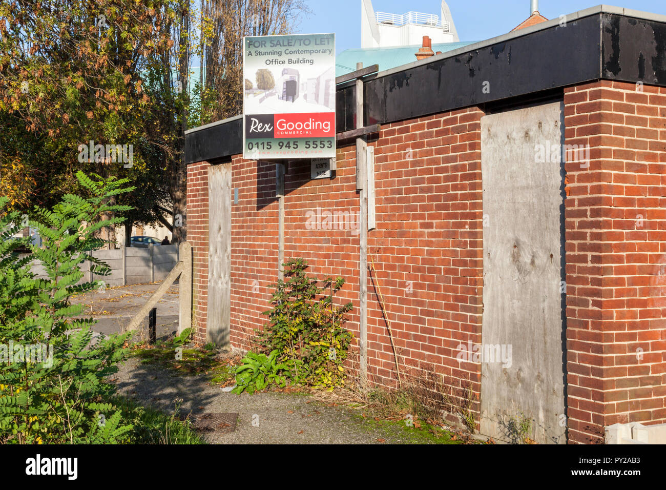Boarded up public convenience for sale or to let. Available for change of use as a 'stunning contemporary office building', England, UK. - Stock Image