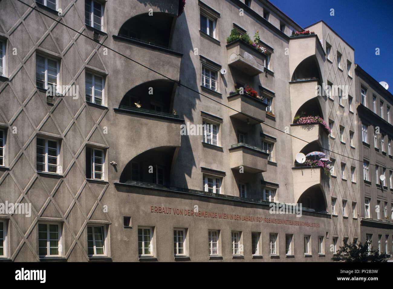 Wien, Gemeindebau des 'Roten Wien' - Vienna, Council Tenement Block, 'Red Vienna', Franz Silberer-Hof, Kardinal-Nagl-Platz 14, Georg Rupprecht 1928 Stock Photo