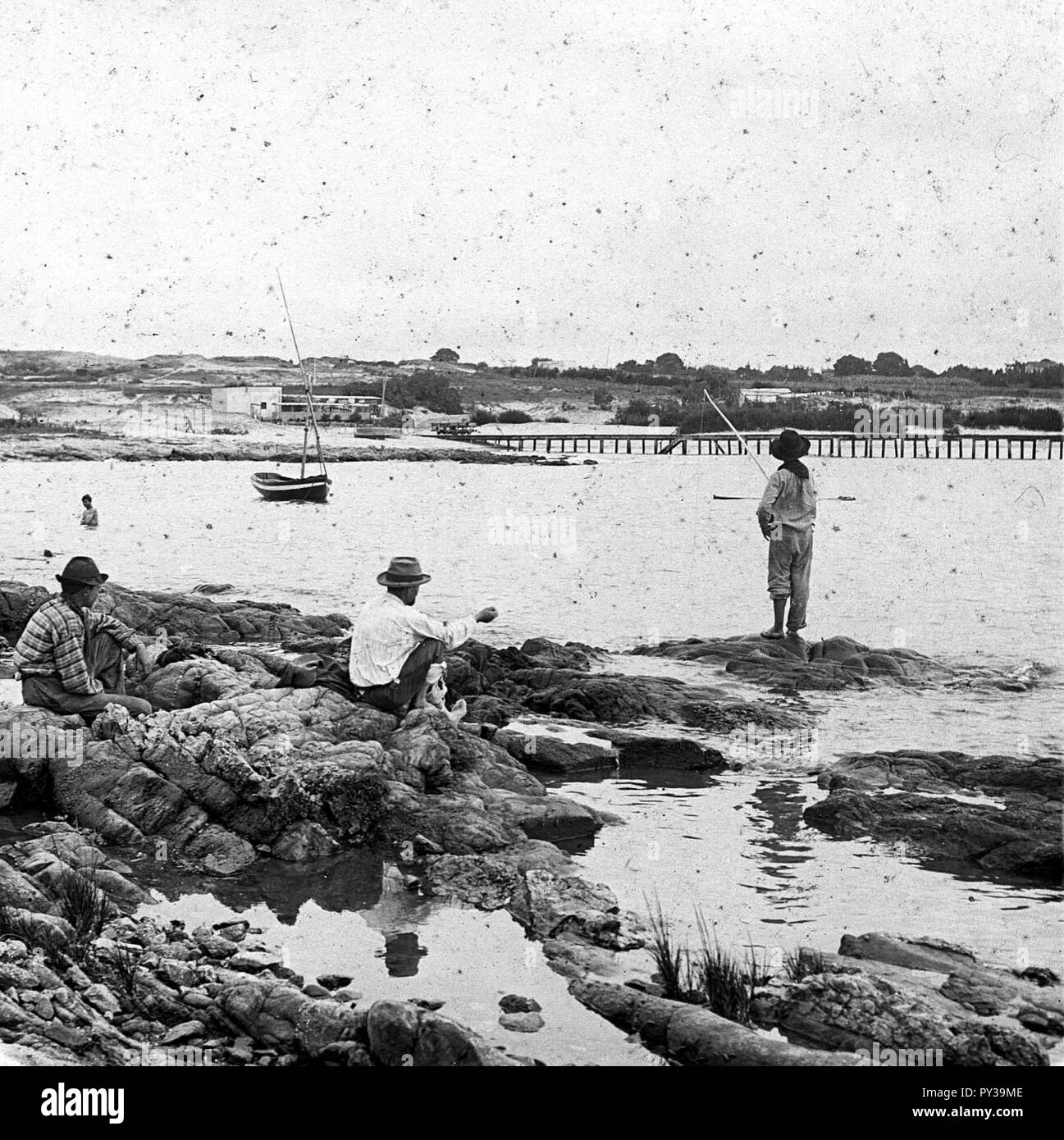 C29f283. Hombres pescando. Puertito del Buceo. Stock Photo