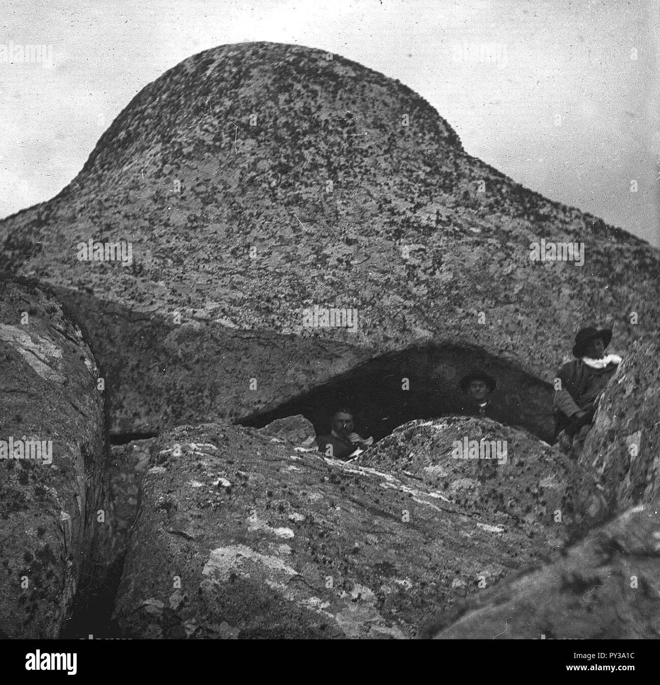 C47f510. Hombres en la cima del cerro. - Stock Image