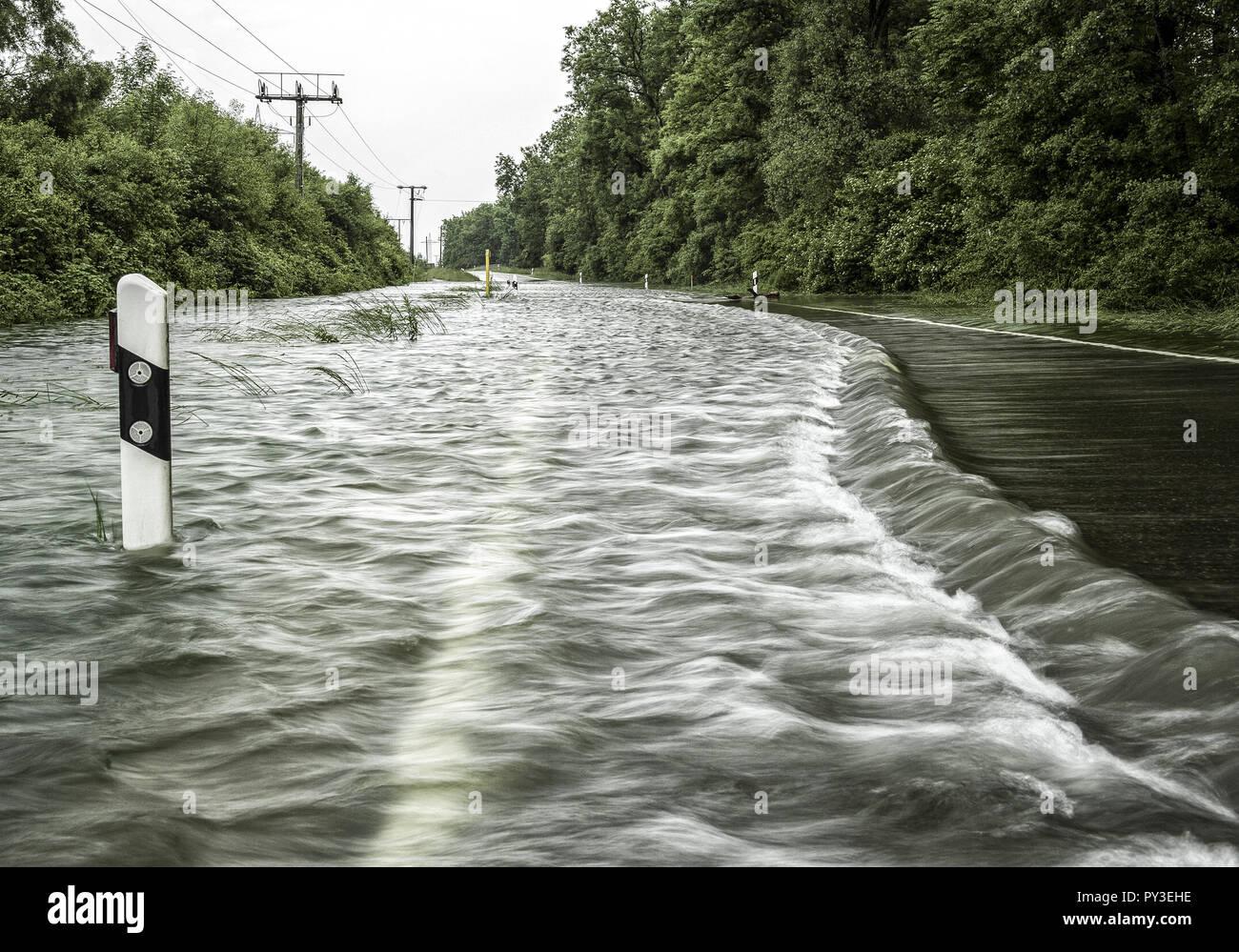 Hochwasser, ueberschwemmte Strasse - Stock Image