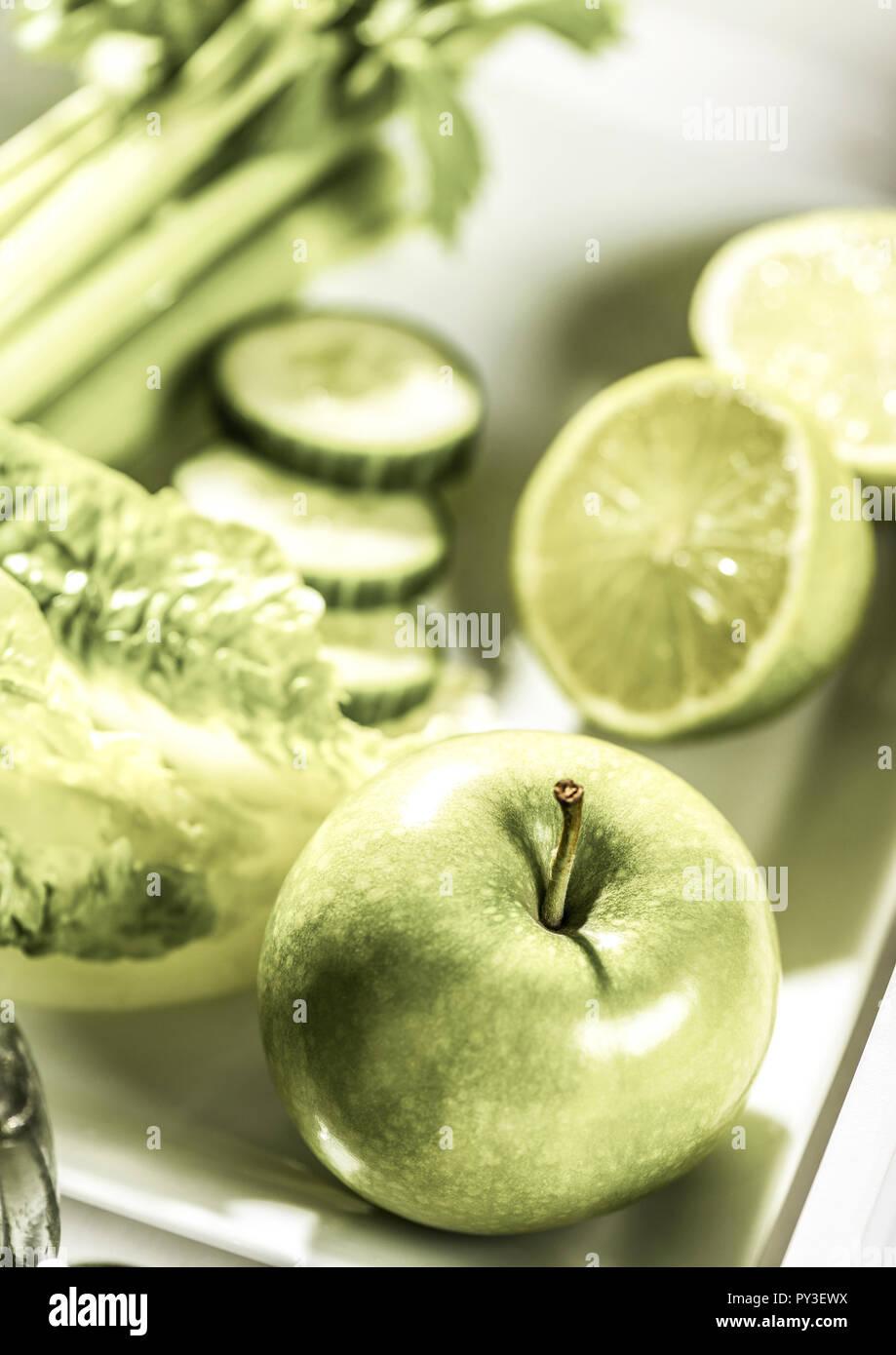 Gruenes Obst, Salat und Gemuese Stock Photo